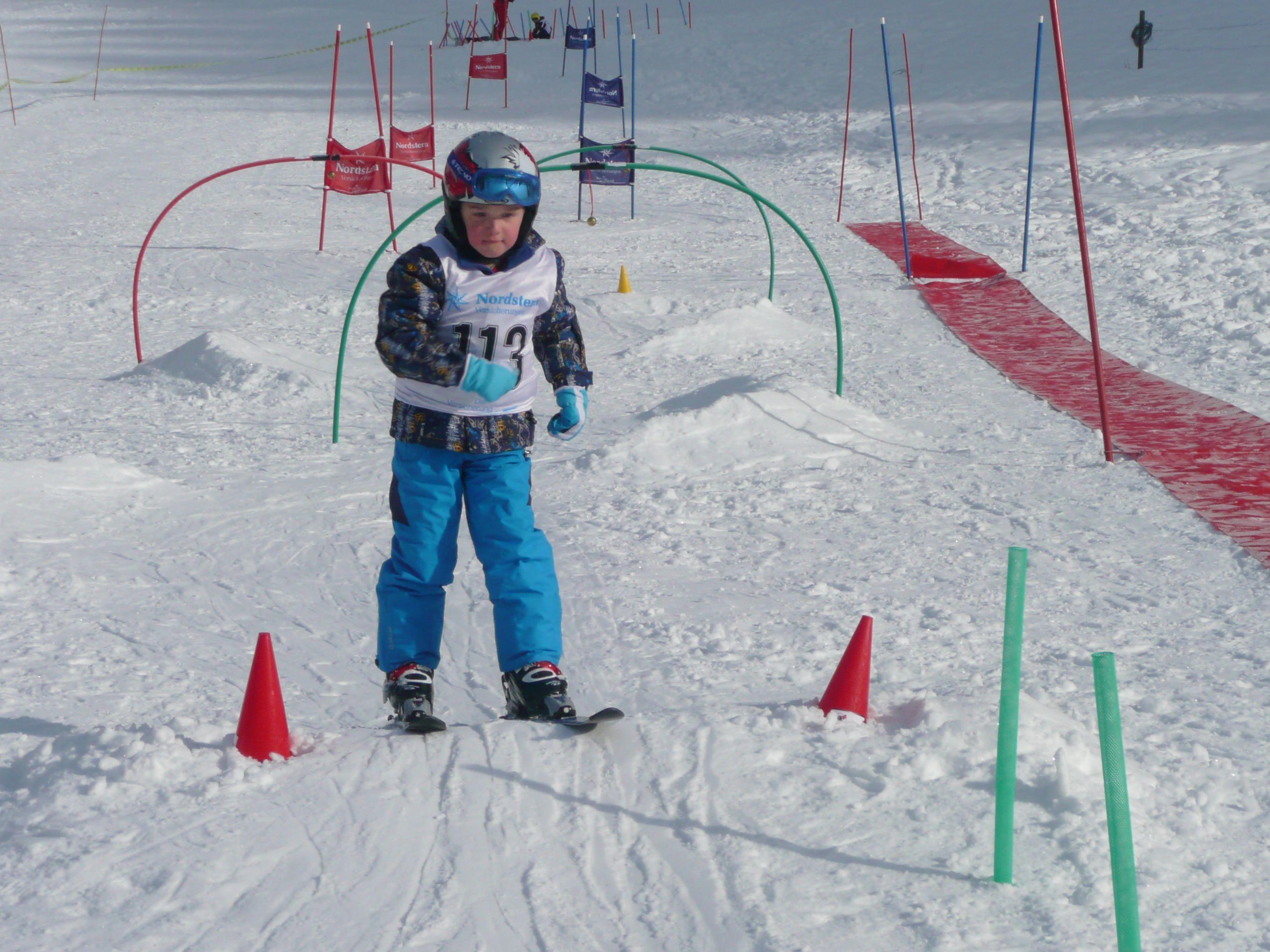 Mit Spass und Spiel schifahren lernen.