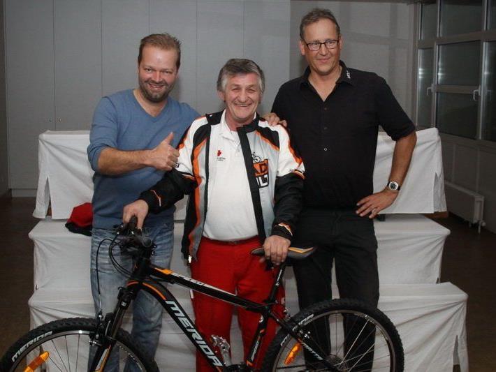 v.l. RADCULT Mario Schedler, Gewinner Elmar Gappmeier, URCW Obmann Dr.Wolfgang Eberhard