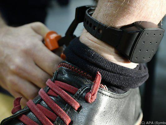 Fußfessel für Extremisten rechtlich nicht möglich