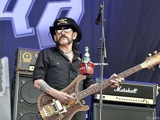 Lemmy Kilmister bei einem Auftritt in Frankreich im Sommer 2015