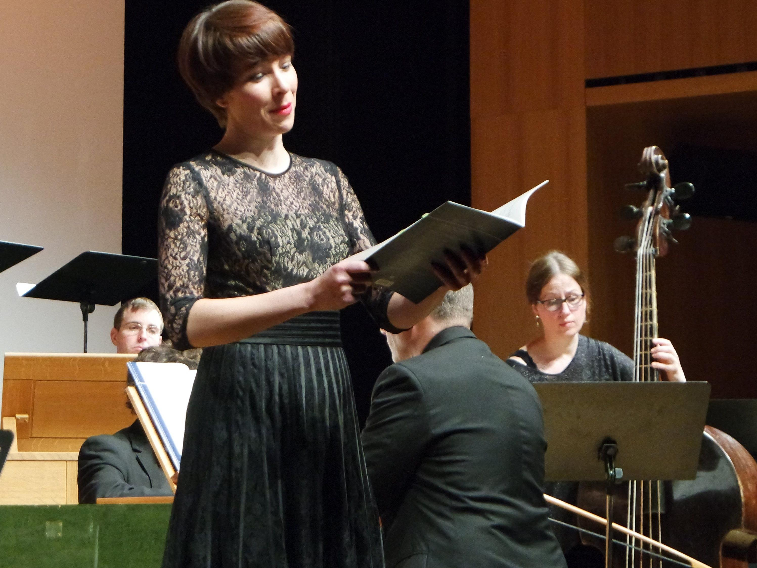 Die bekannte Vorarlberger Sopranistin Miriam Feuersinger sang Bachkantaten auf der Kulturbühne in Götzis.