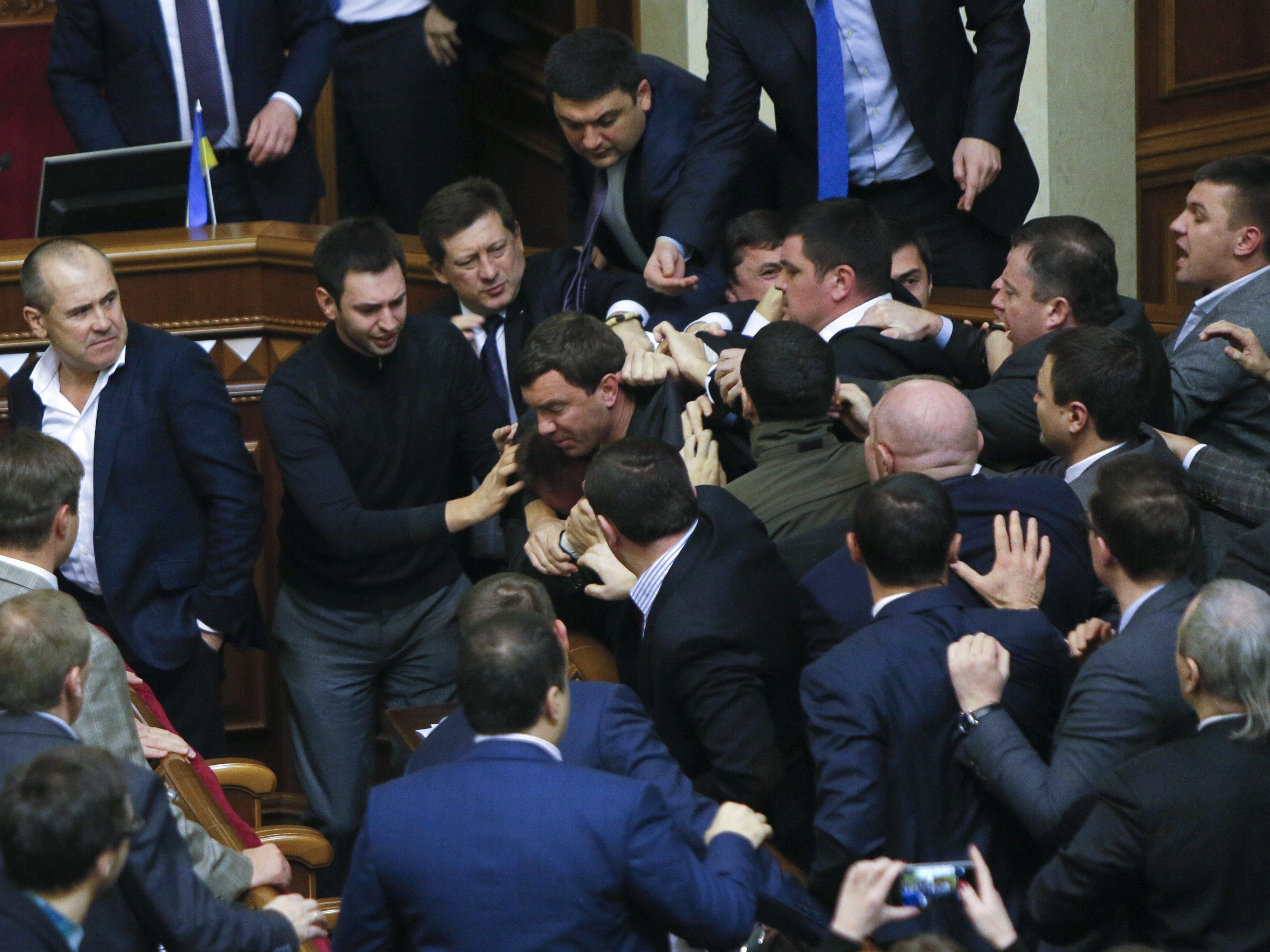In der Ukraine kam es zu Auseinandersetzungen im Parlament.