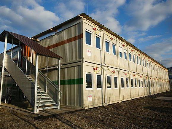 Das neu errichtete Containerdorf für rund 400 Asylwerber am Gelände des Flughafen Wien