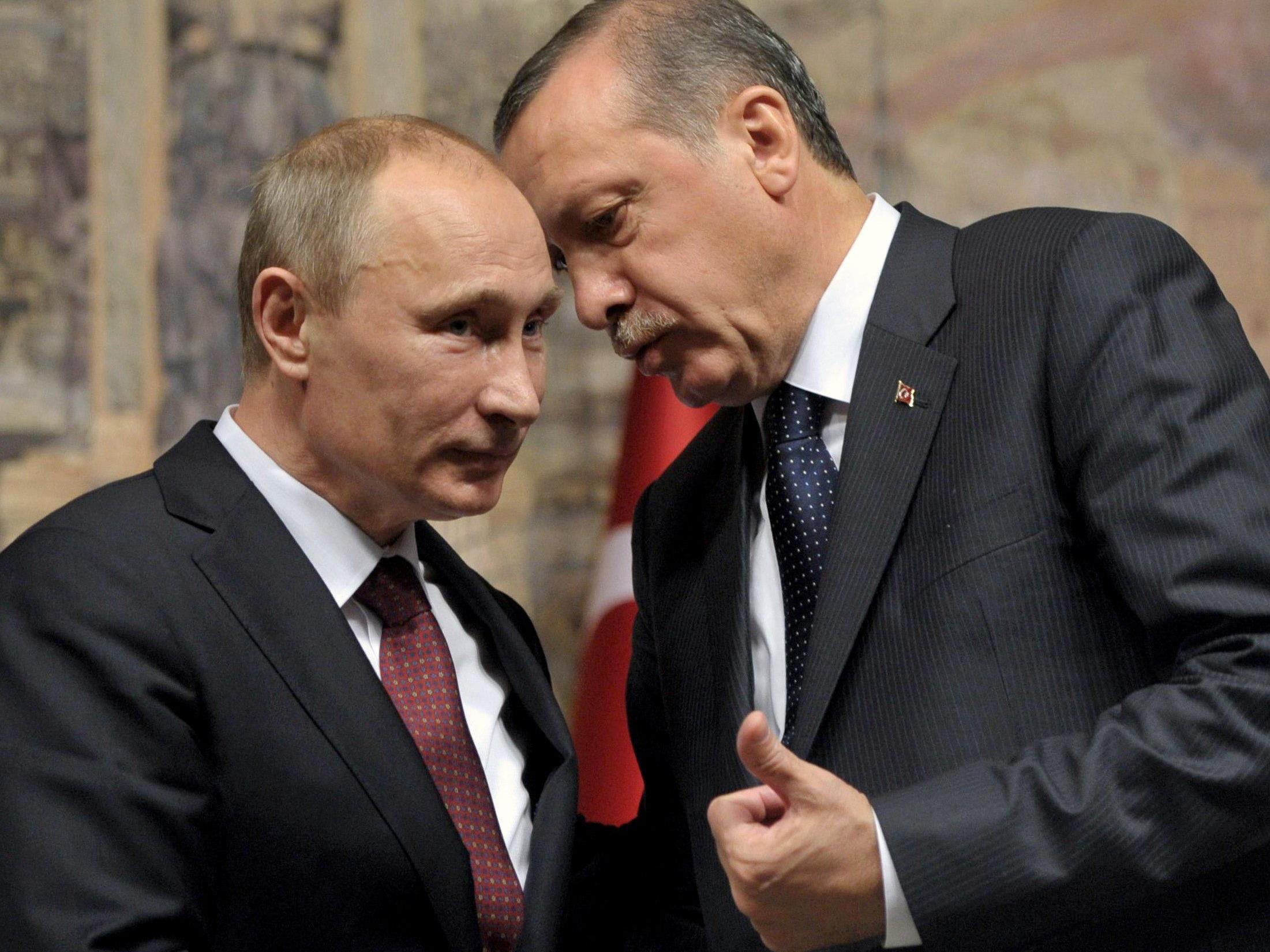 Erdogan legt Putin Rücktritt nahe.