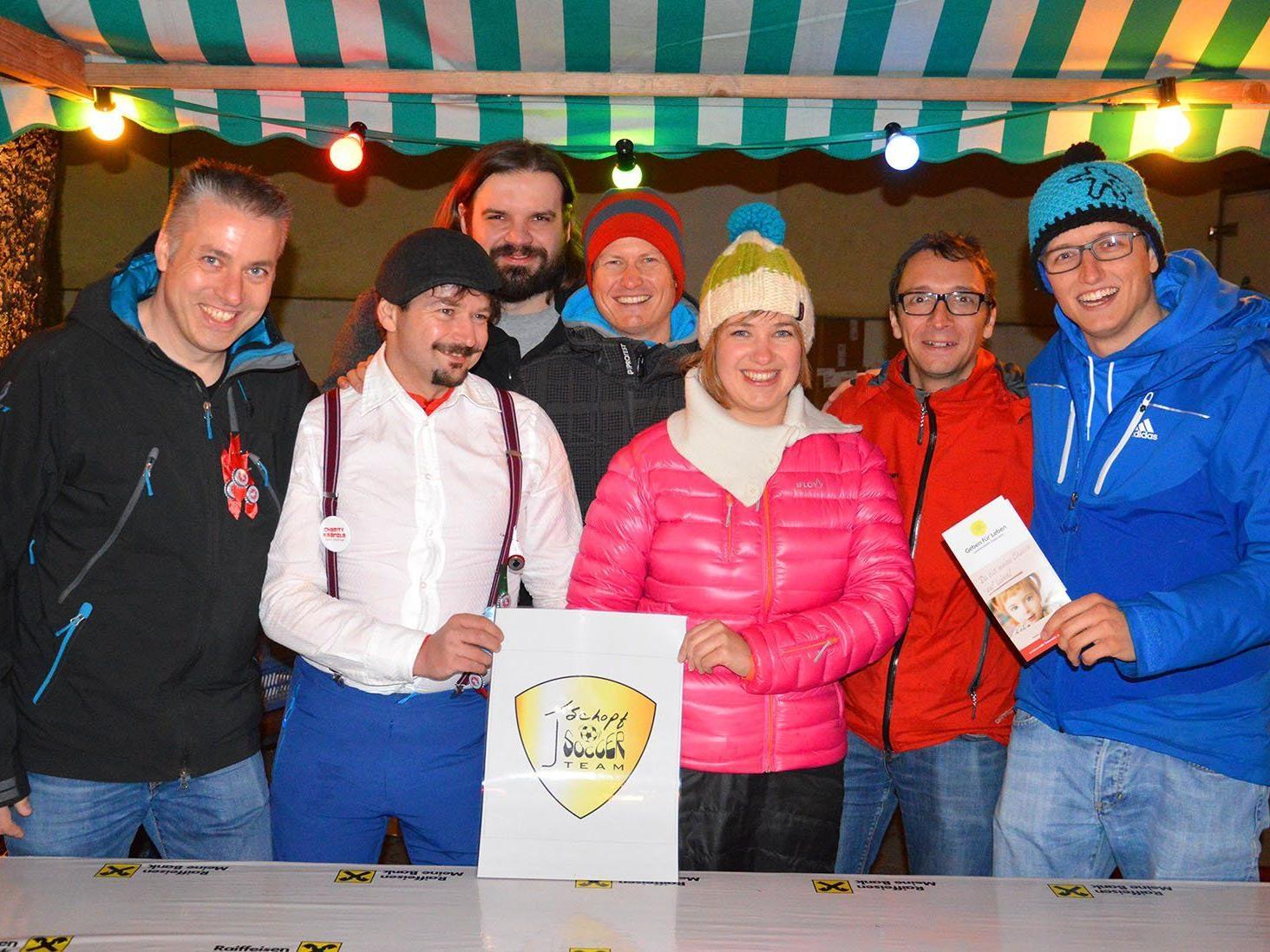 """Über 500 Besucher bewirtete das """"First Schopf Soccer Team"""" am ersten Abend des """"Charity Kränzle""""."""