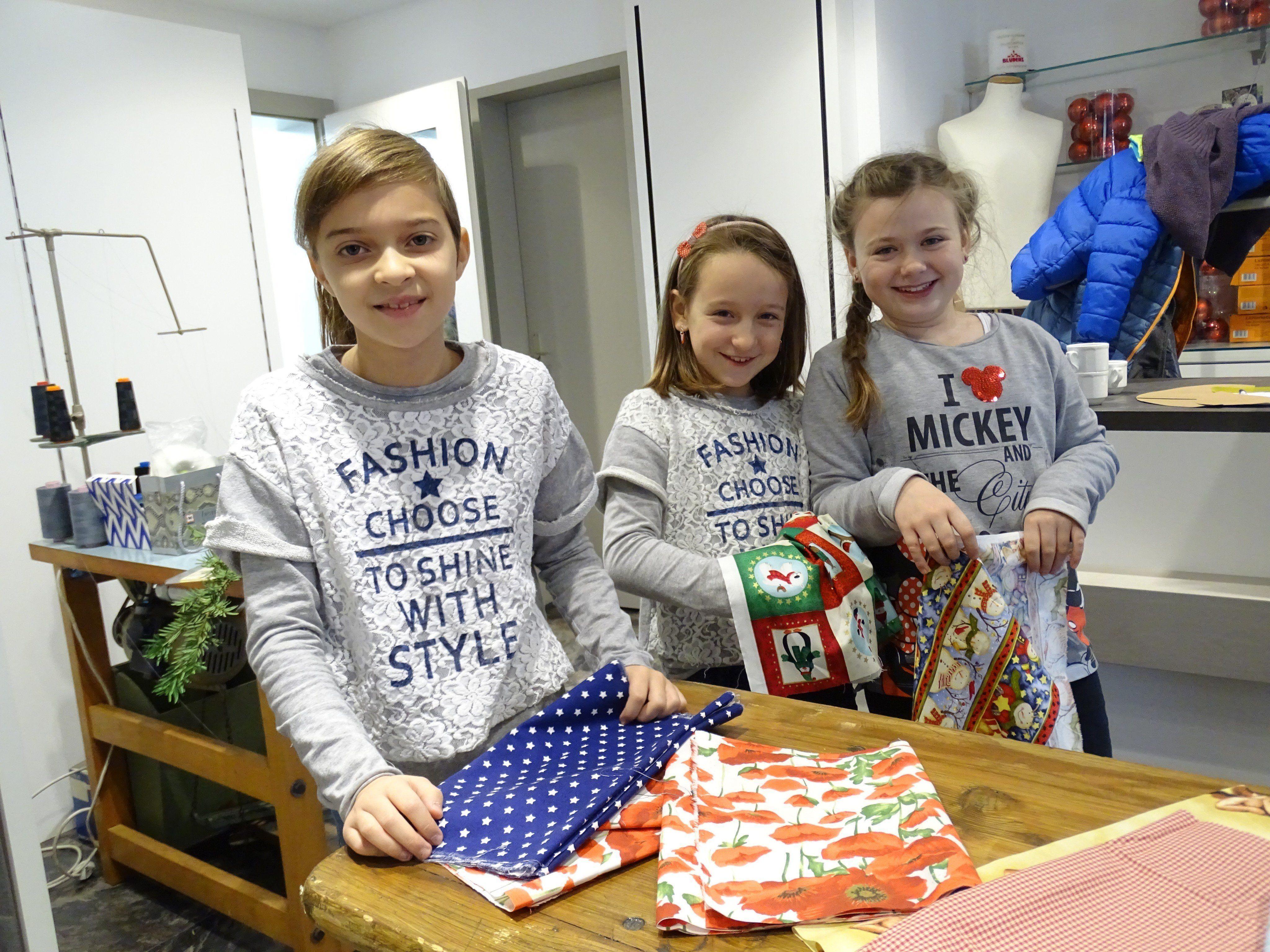 Elisa, Nina und Anna besuchten die Schneiderwerkstatt bei Heim Moden.