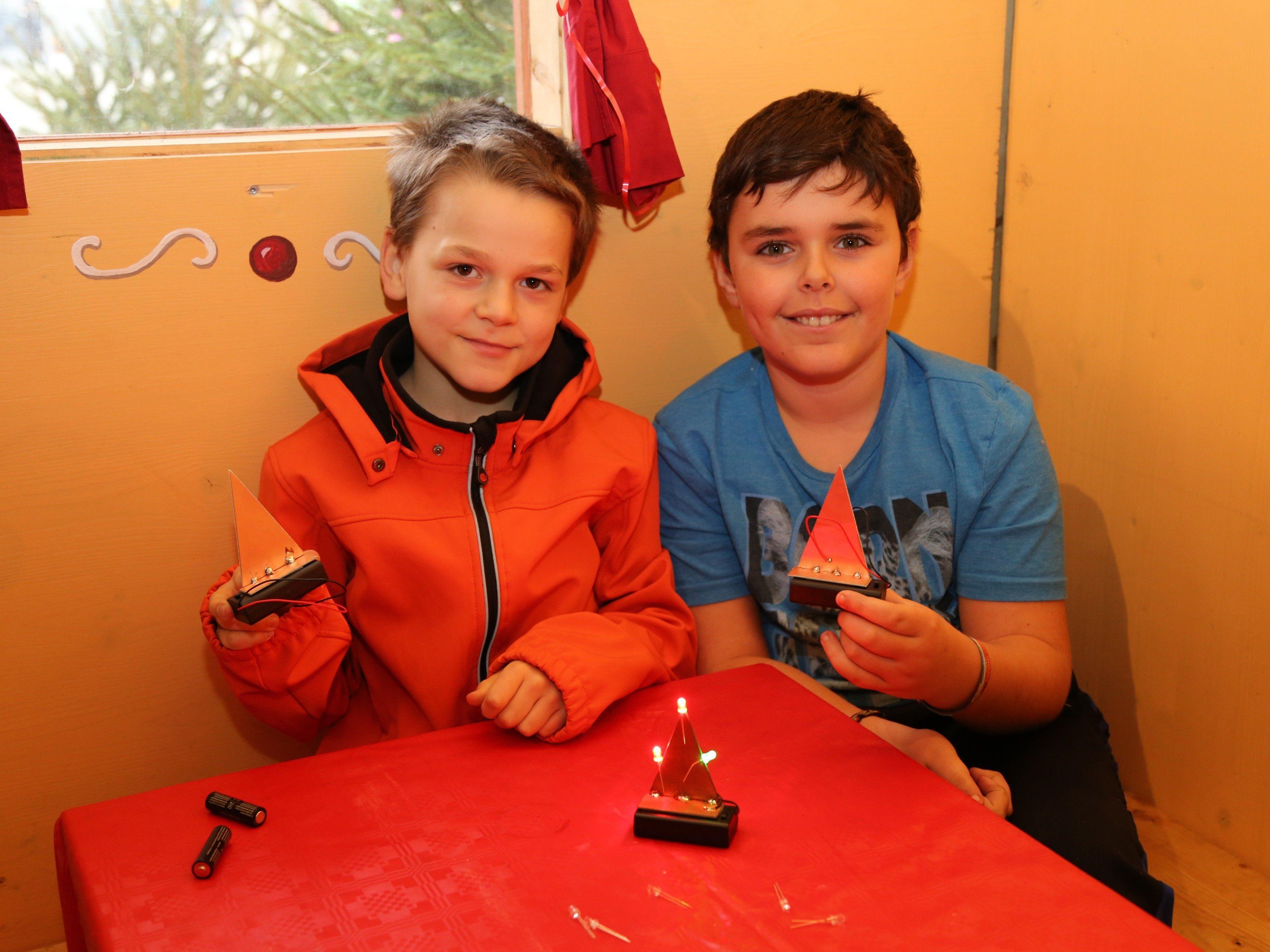 Die kleinen Baumeister zeigten ihr handwerkliches Talent im Lebkuchenhaus.
