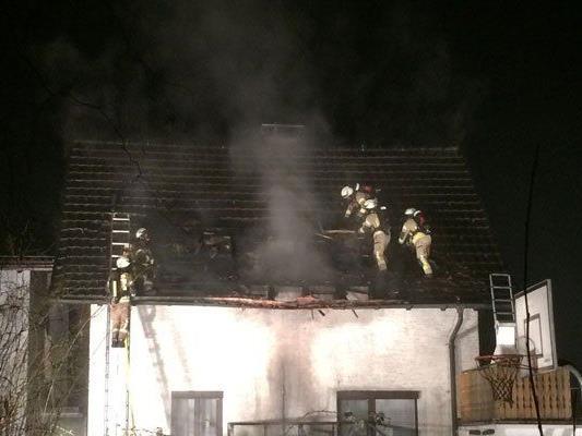 Feuerwehr mit 60 Mann im Einsatz.