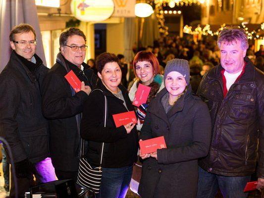 Die Gewinner freuten sich über Einkaufsgutscheine im Wert von je 300 Euro. (v.l. Hanno Reutterer, Bernhard Neyer, Angelika Küng, Anika Neumann, Sandra Gehb, Gerhard Dietrich).