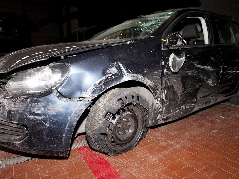 Auch das Auto des Täters wurde schwer beschädigt