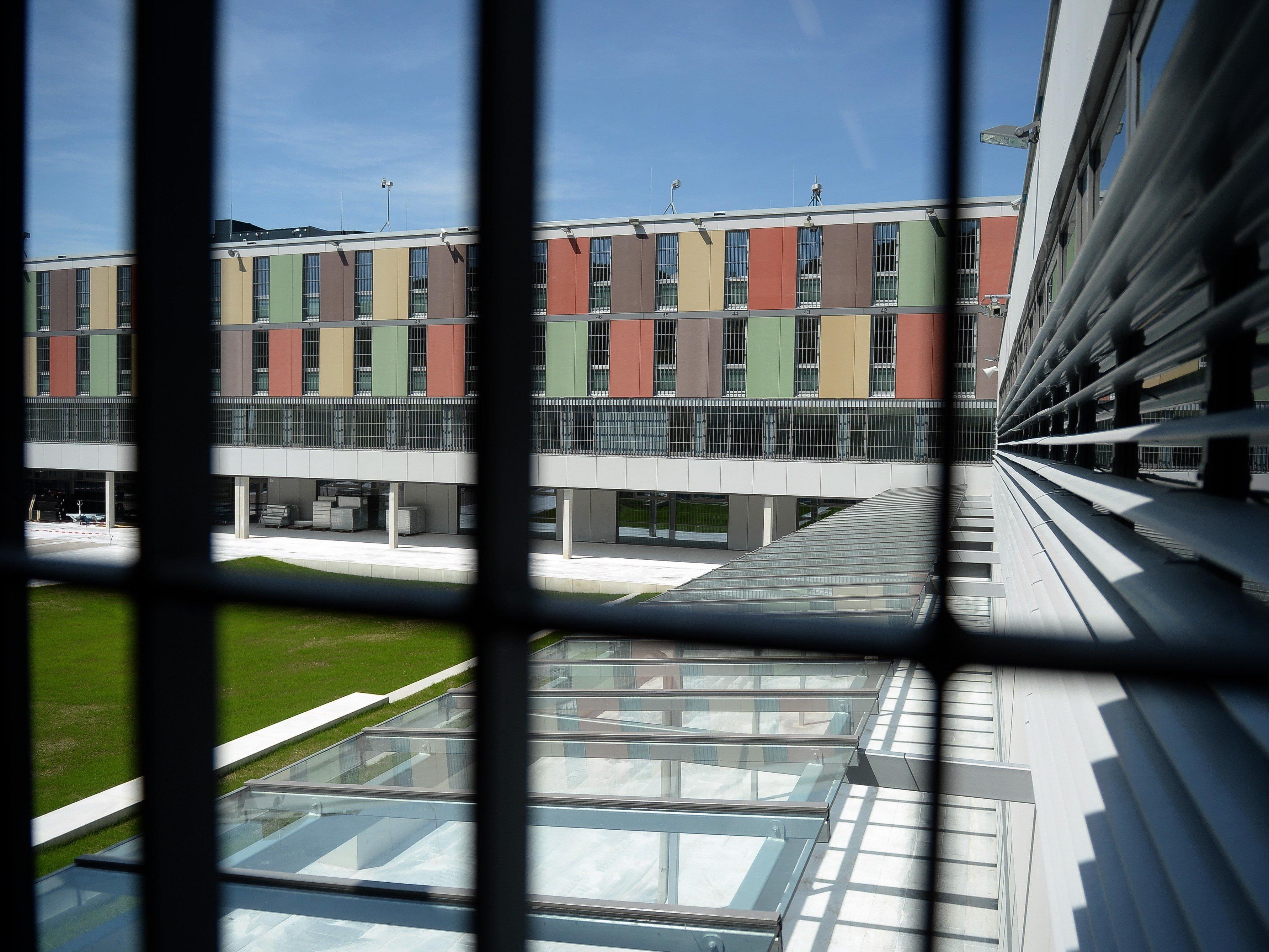 Staatsanwaltschaft Salzburg bestätigt die Festnahme und Inhaftierung von zwei Verdächtigen.