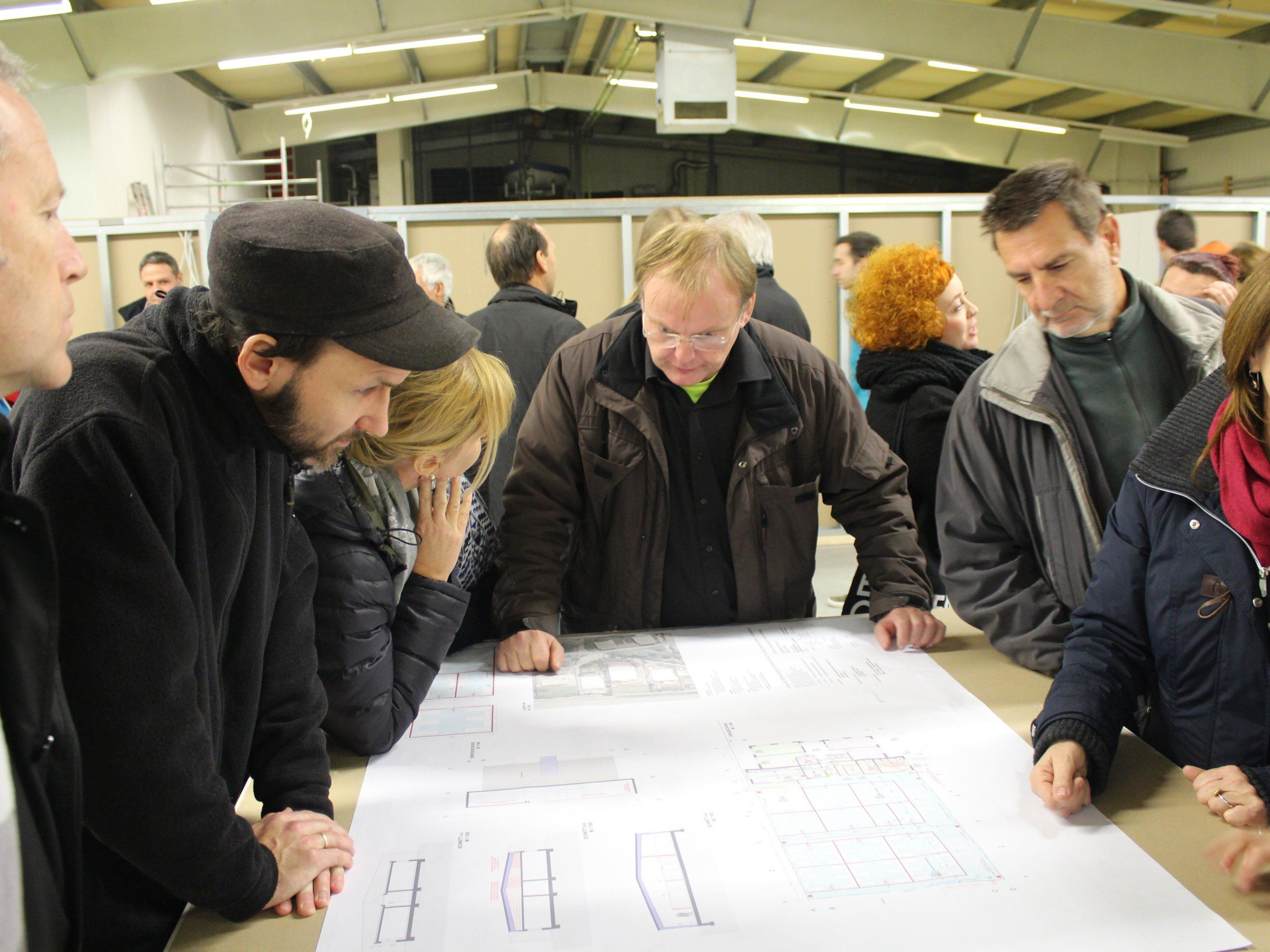 Der Bau des Flüchtlingsheims wird mit Interesse verfolgt.
