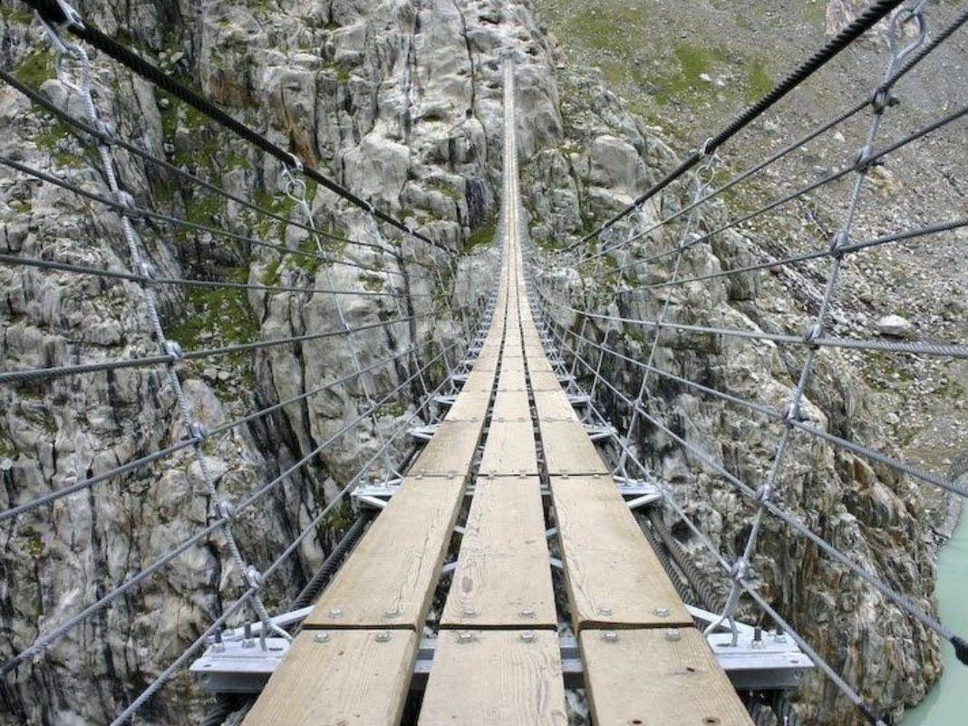 Manche der Brücken sehen recht verlässlich aus - andere weniger...