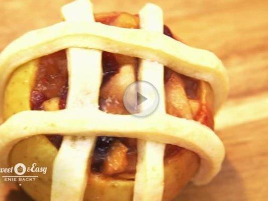 Der Apfelkuchen im Apfel ist ein richtiger Hingucker.