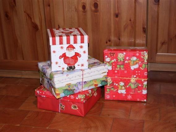 Viele liebevoll verpackte Päckchen