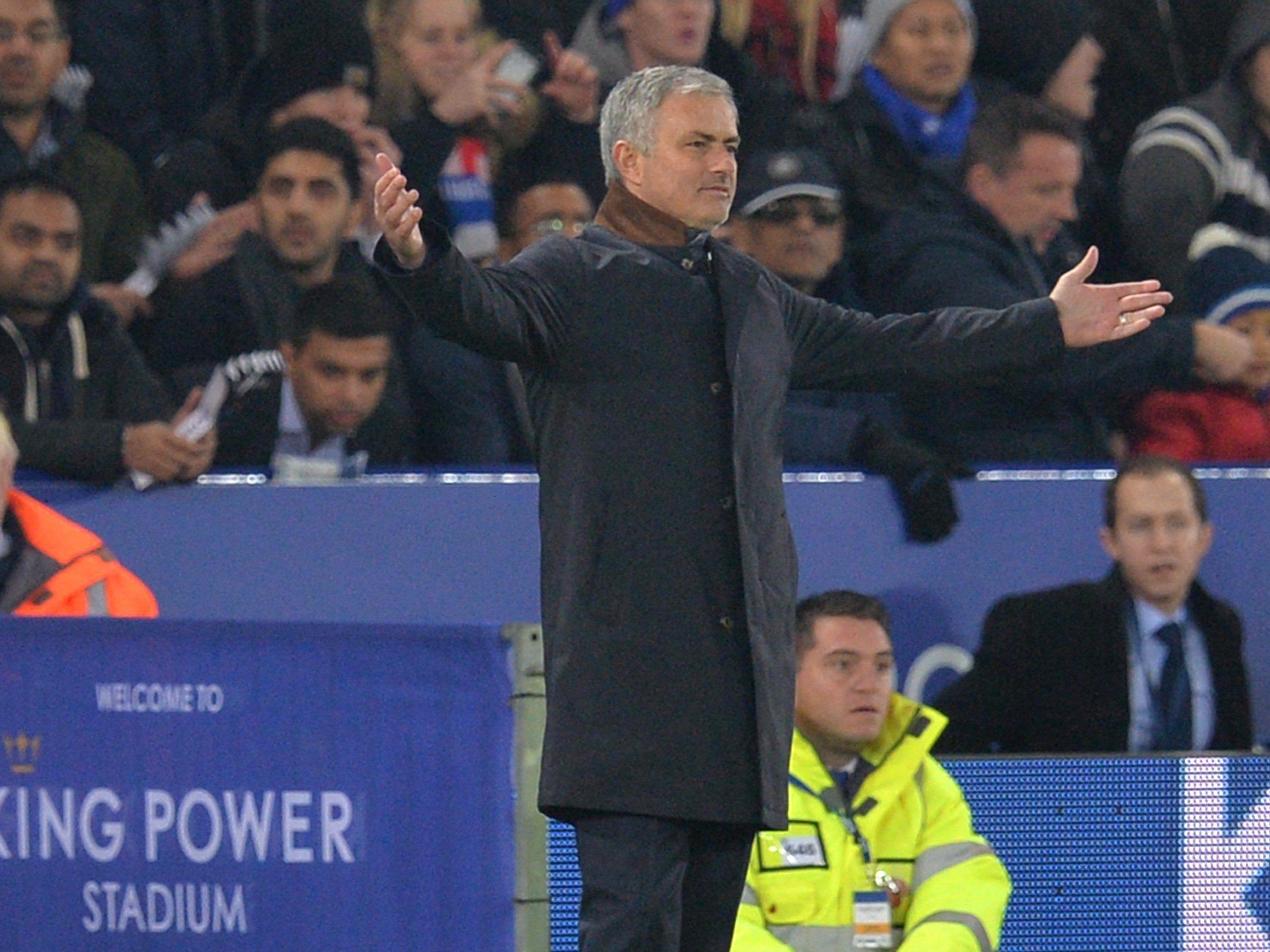 José Mourinho versteht die Welt nicht mehr, weiß aber trotzdem, wer schuld ist.
