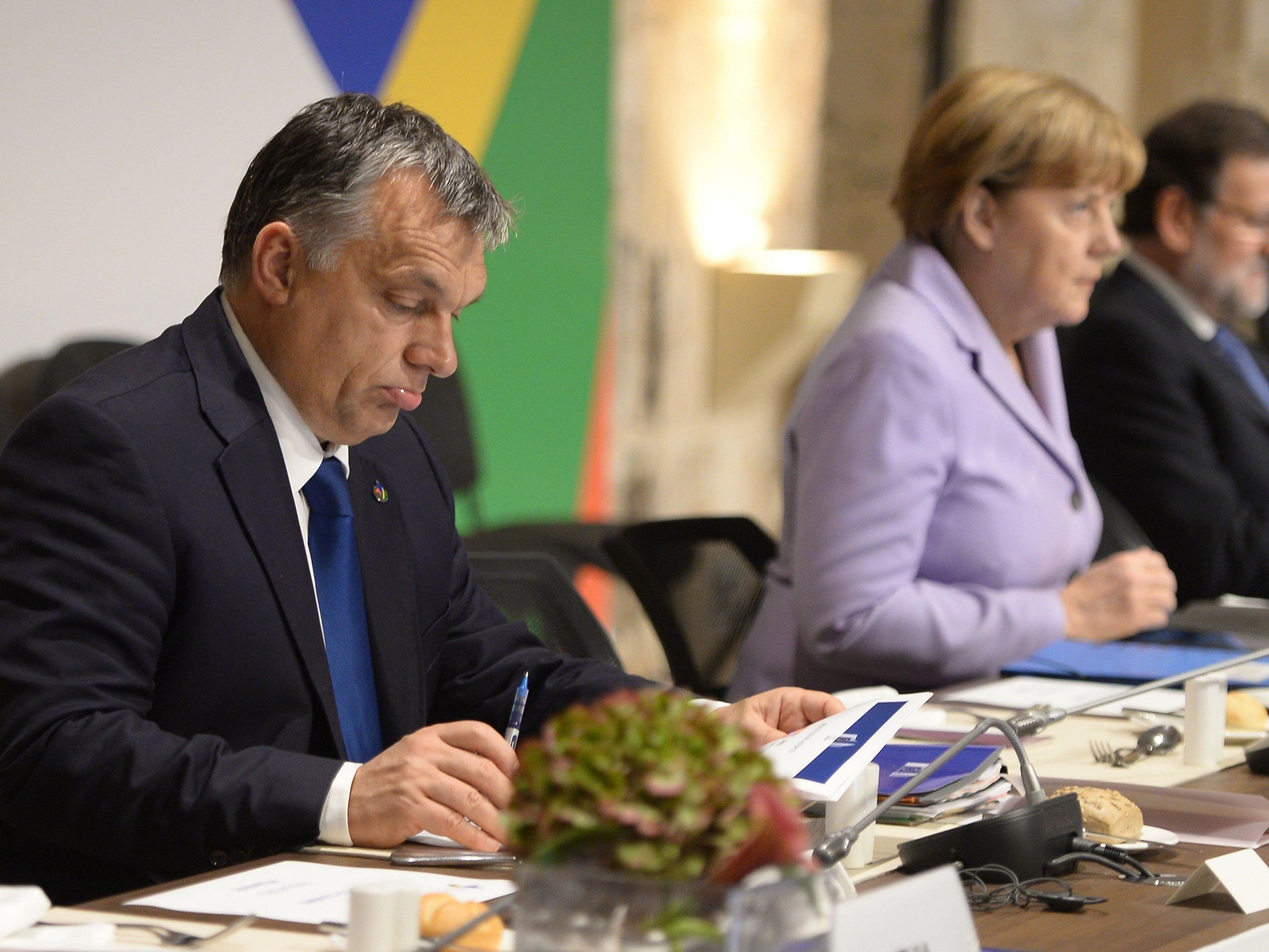 Orban berichtet von geheimen Plänen, nach denen eine halbe Million Syrer in der EU verteilt werden sollen.