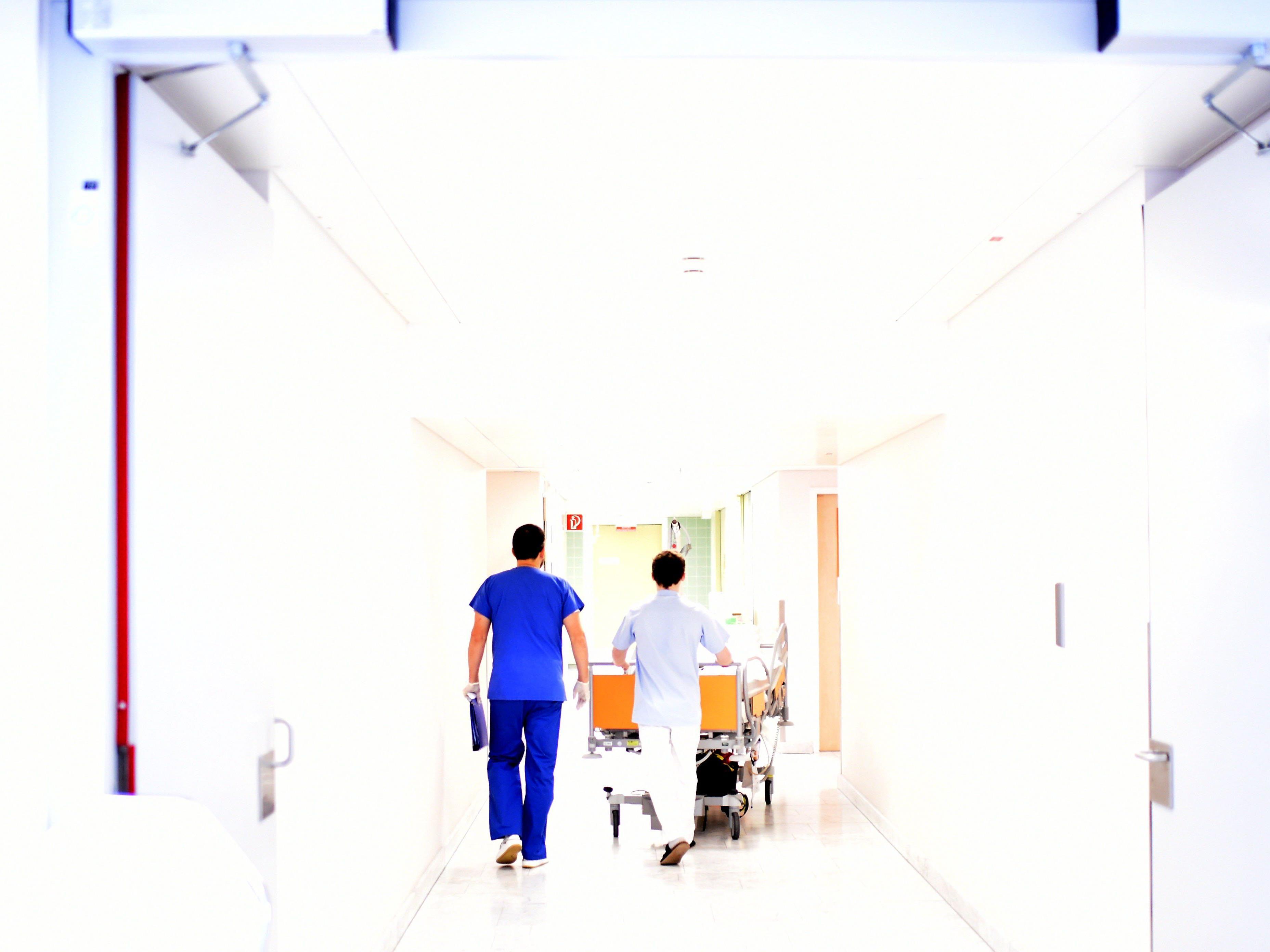 Ab Jänner mehr Lohn für Landes- und Gemeindebedienstete - auch Bedienstete in Krankenhäusern profitieren.