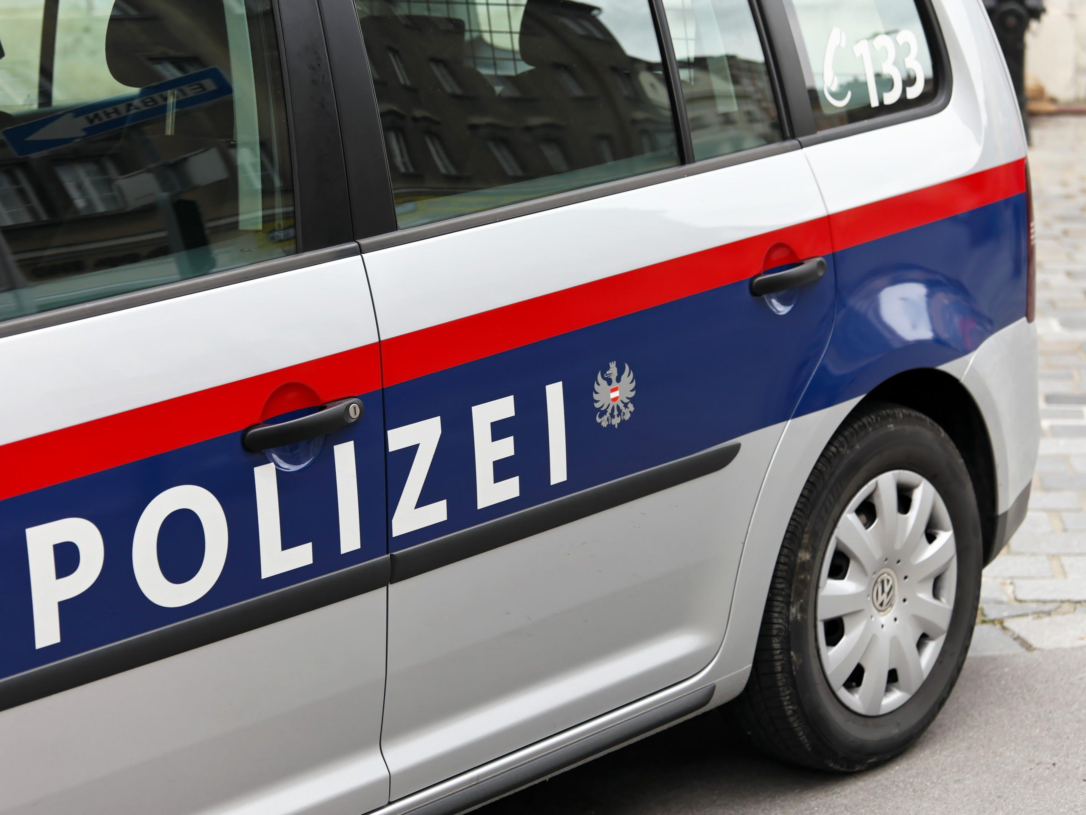 Unfall mit Sachschaden in Hohenems: Polizei sucht Zeugen.