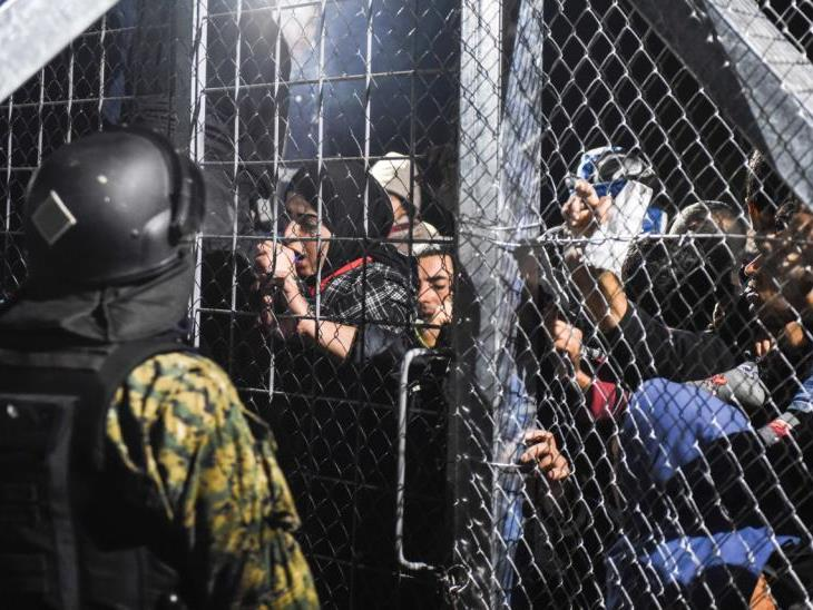 An der griechisch-mazedonischen Grenze harrten am Donnerstag zwischenzeitlich bis zu 6.000 Schutzsuchende aus.
