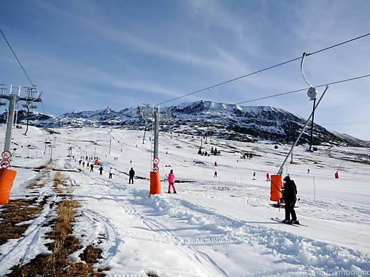 Schneekanonen und Neuschnee machen Skispaß möglich