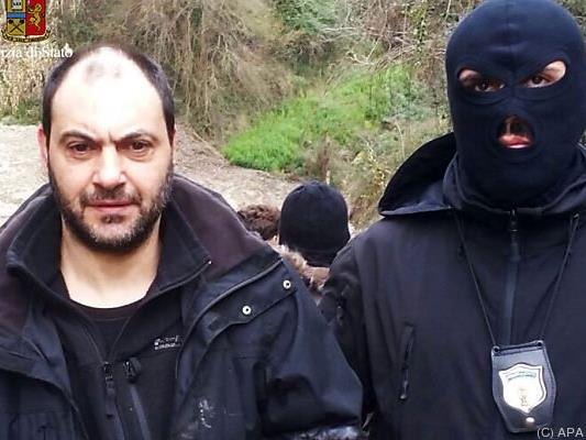 Polizeifoto von Festnahme es nicht genannten Mannes