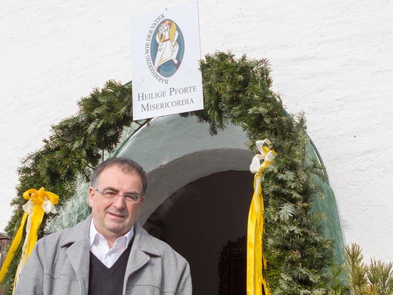 Pfarrer Hans Tinkhauser lädt alle Gläubigen ein, die Heilige Pforte in der Wallfahrtskirche Venser Bild zu besuchen.