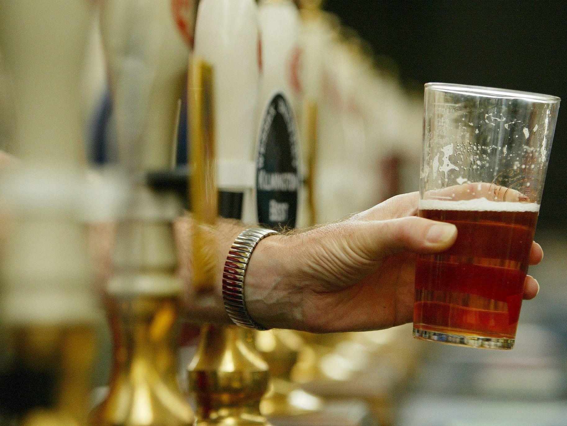 Neue Empfehlungen verringern Alkoholmenge für Männer deutlich.