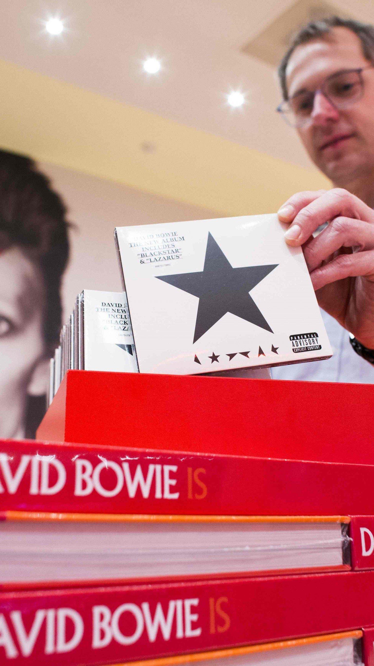 """Es klingt wie eine düstere Ahnung: """"Blackstar"""", also schwarzer Stern, heißt das letzte Album von David Bowie."""
