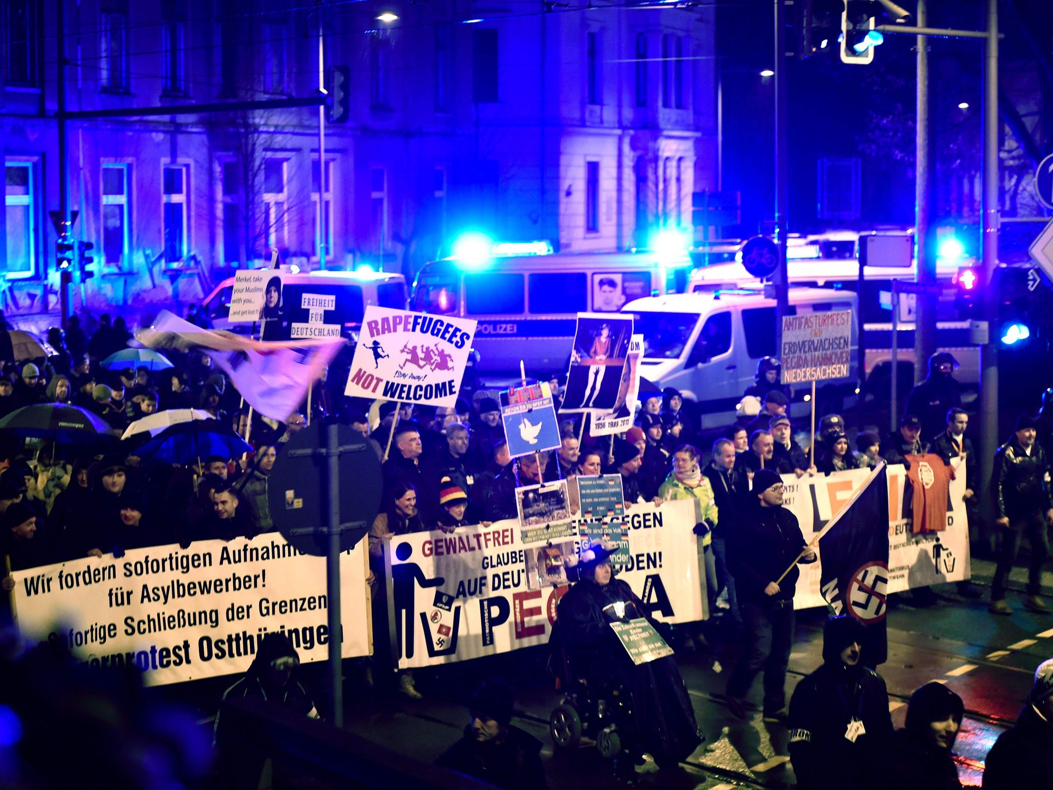Rund 3400 Menschen bei fremdenfeindlicher Kundgebung.