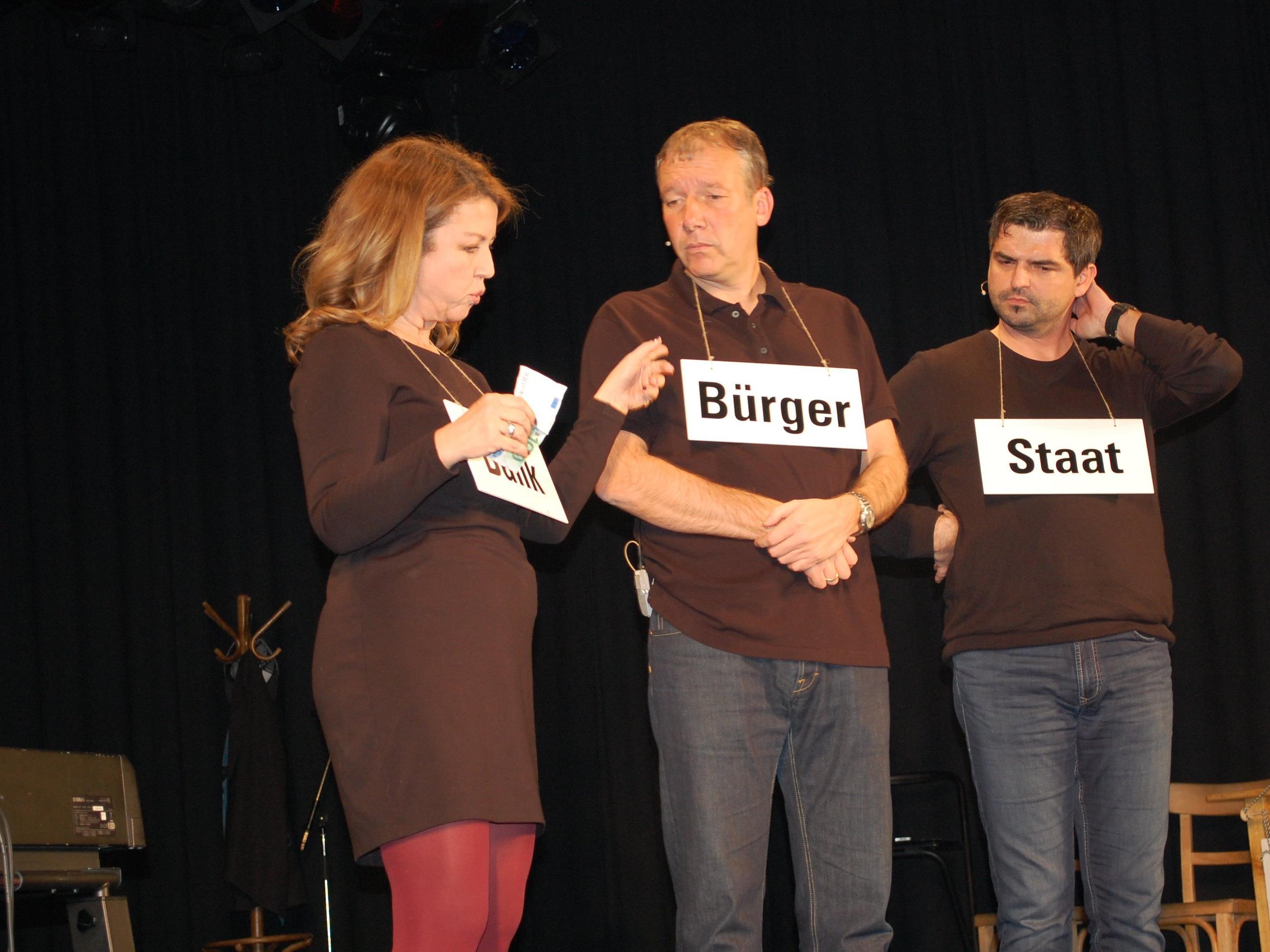 """Gleich an zwei Abenden wurde das Kabarett """"Die Bilanz"""" auf der Schrunser Kulturbühne gespielt."""