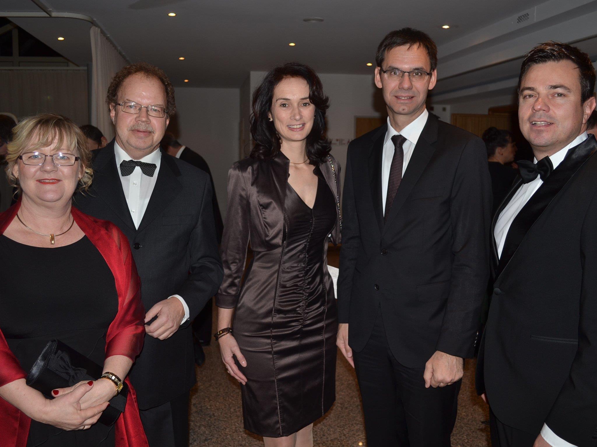 Florian Kasseroler mit Angelika, LH Markus Wallner mit Sonja sowie Sandro Preite.