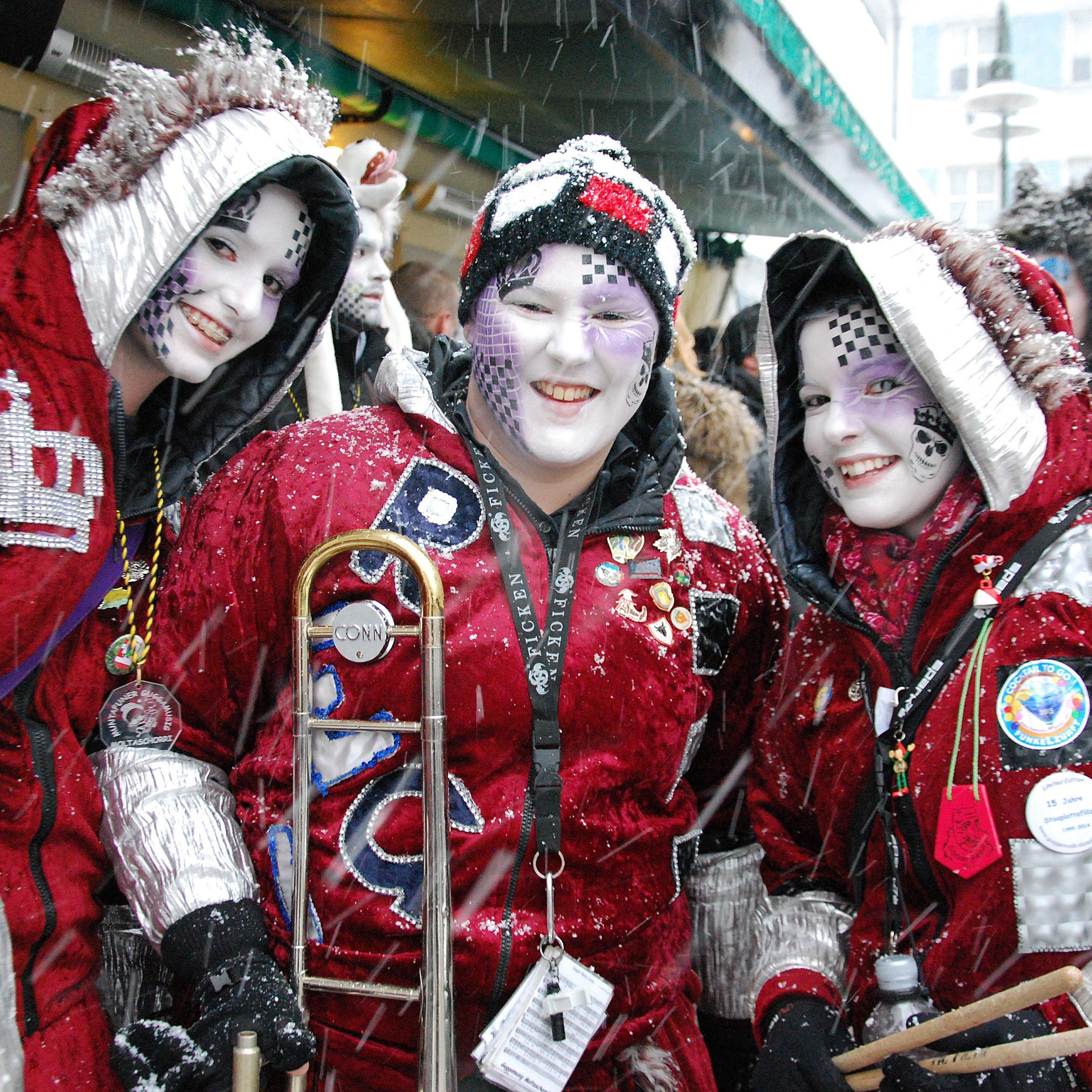 Laut, bunt, schräg und winterlich ging es am Samstag am Dornbirner Marktplatz zu.