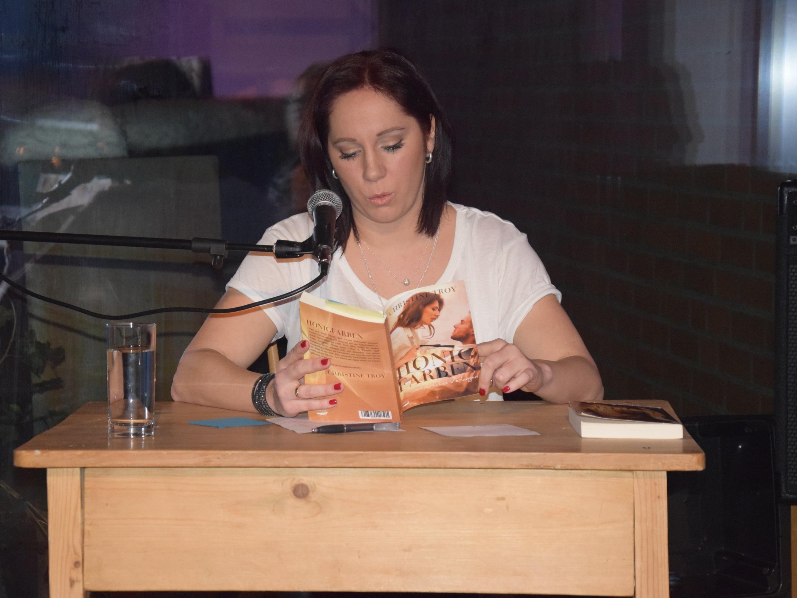 "Christine Troy las aus dem neuen Roman in ""Schrödingers Katze"""