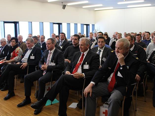 Zahlreiche Teilnehmer bei der Internationalen Bodensee Konferenz im Bildungszentrum des Roten Kreuzes Vorarlberg.