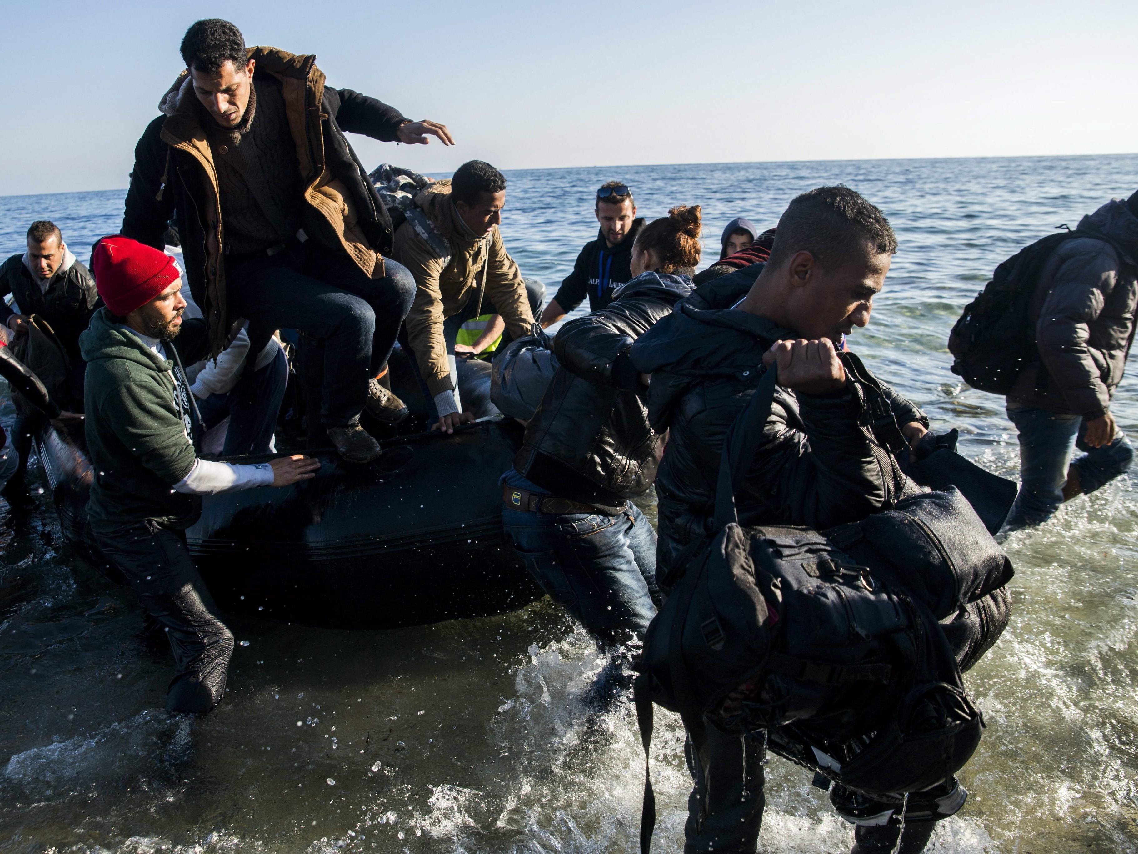 Ankara wirft EU zu späte Reaktion vor und verspricht Arbeitserlaubnis für Flüchtlinge.