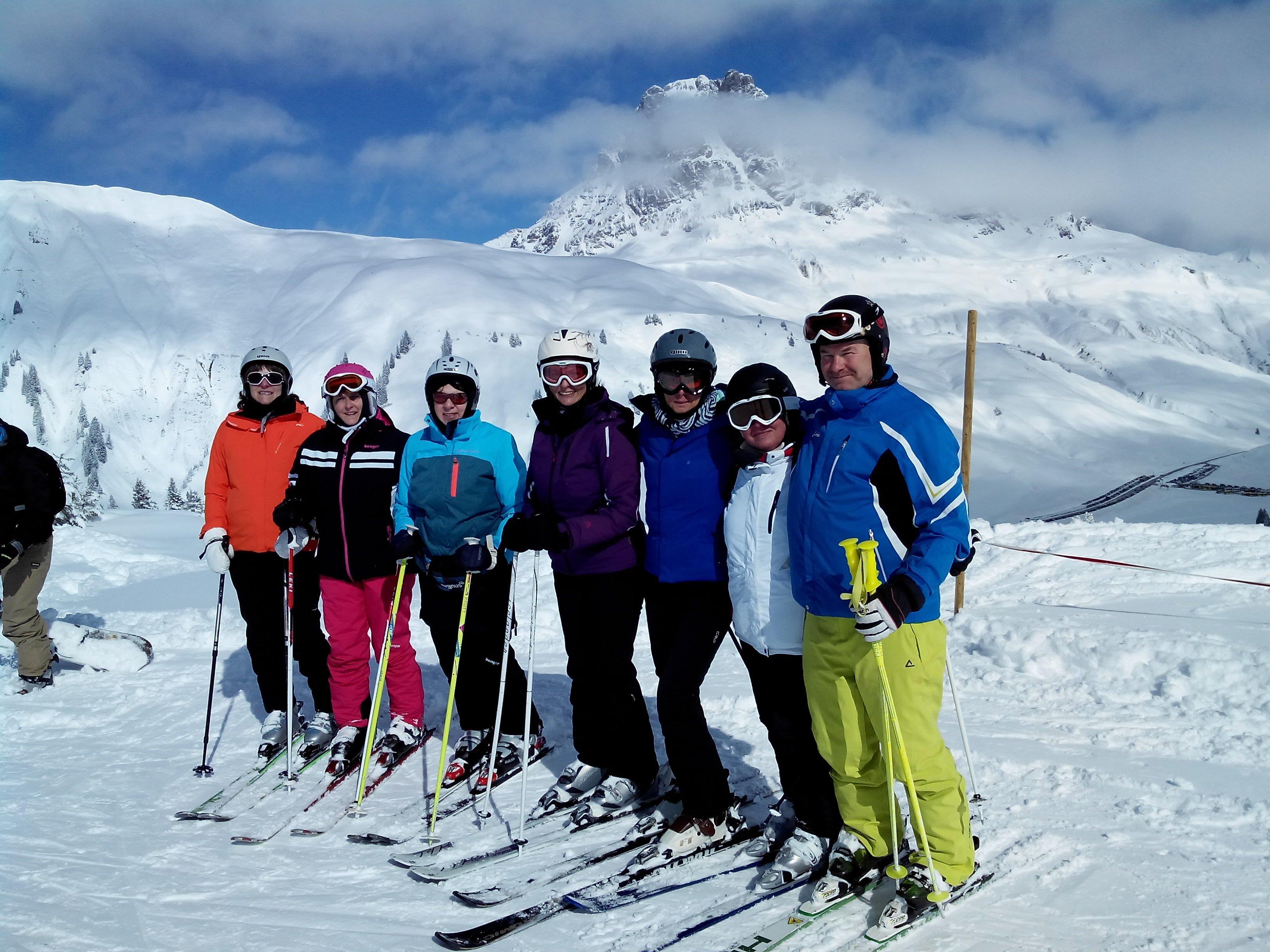 Schifahrer am Salober mit Widderstein im Hintergrund
