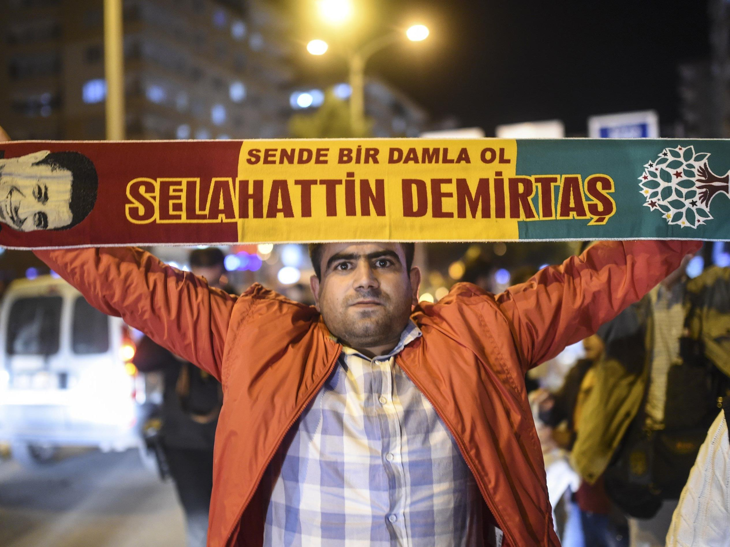 Ein Unterstützer von Selahattin Demirtas, Co-Vorsitzender der Halkların Demokratik Partisi.