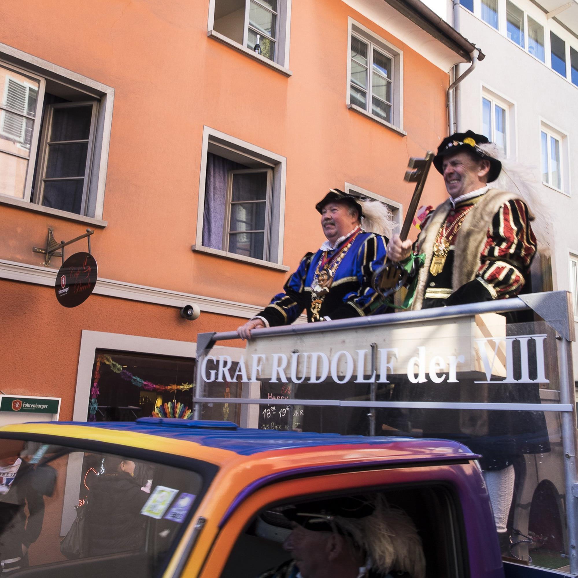 Graf Rudolf und Präsident Thomy Kathan noch auf dem alten Wagen