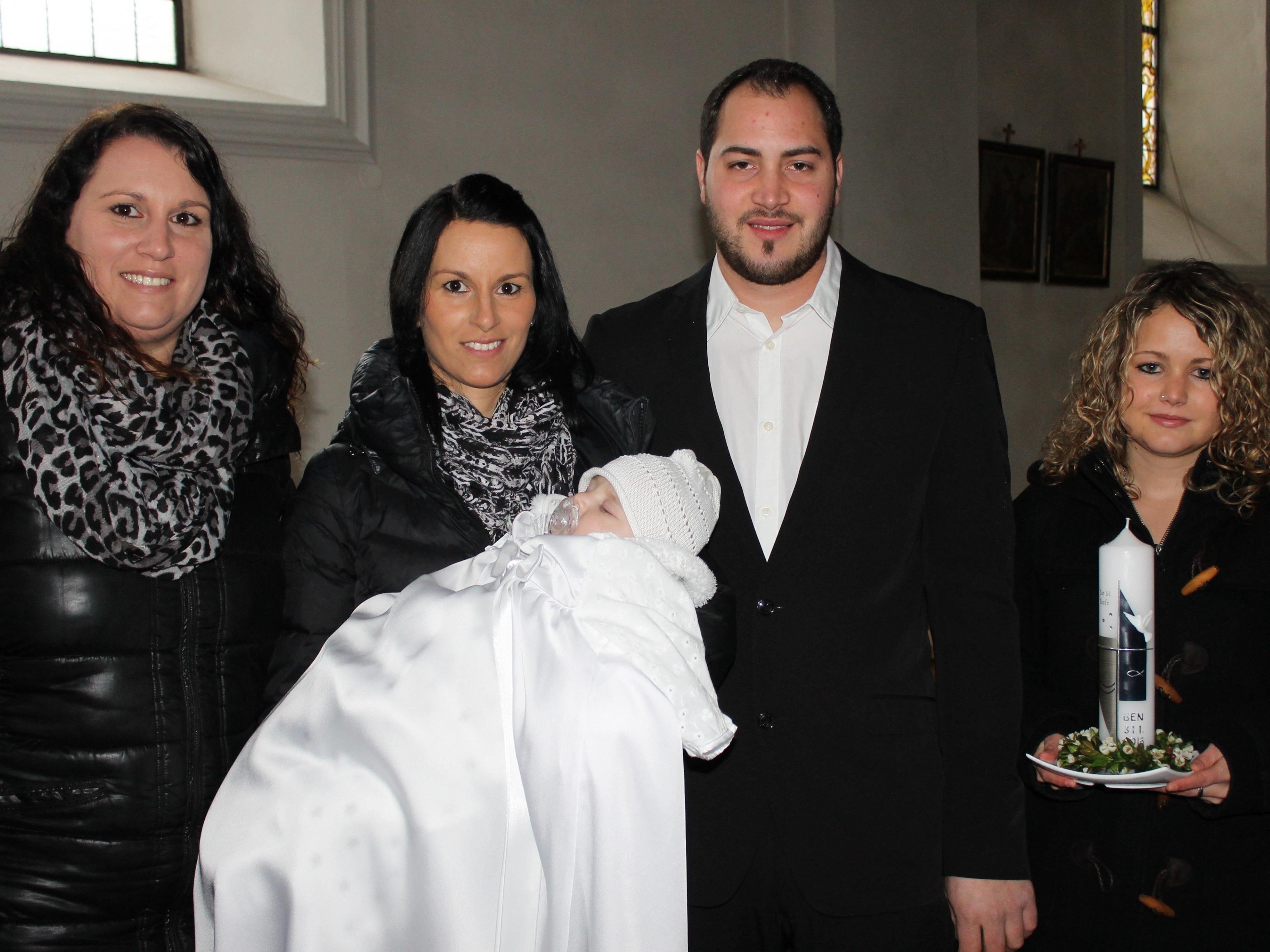 Ben Seeberger wurde von Pfarrer Mihai Horvat getauft