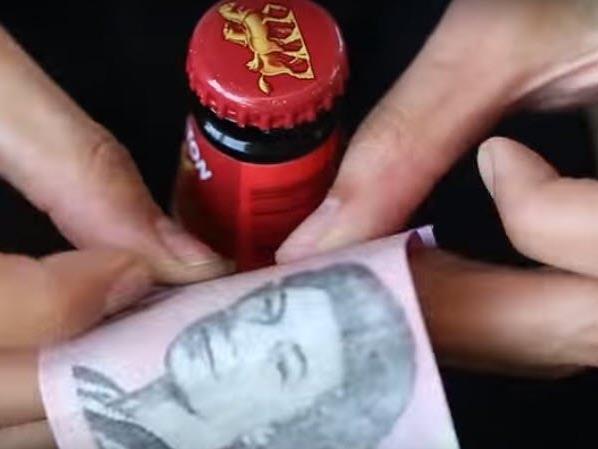 18 Wege, eine Bierflasche ohne Öffner aufzubekommen - dieses Video zeigt, wie's geht.