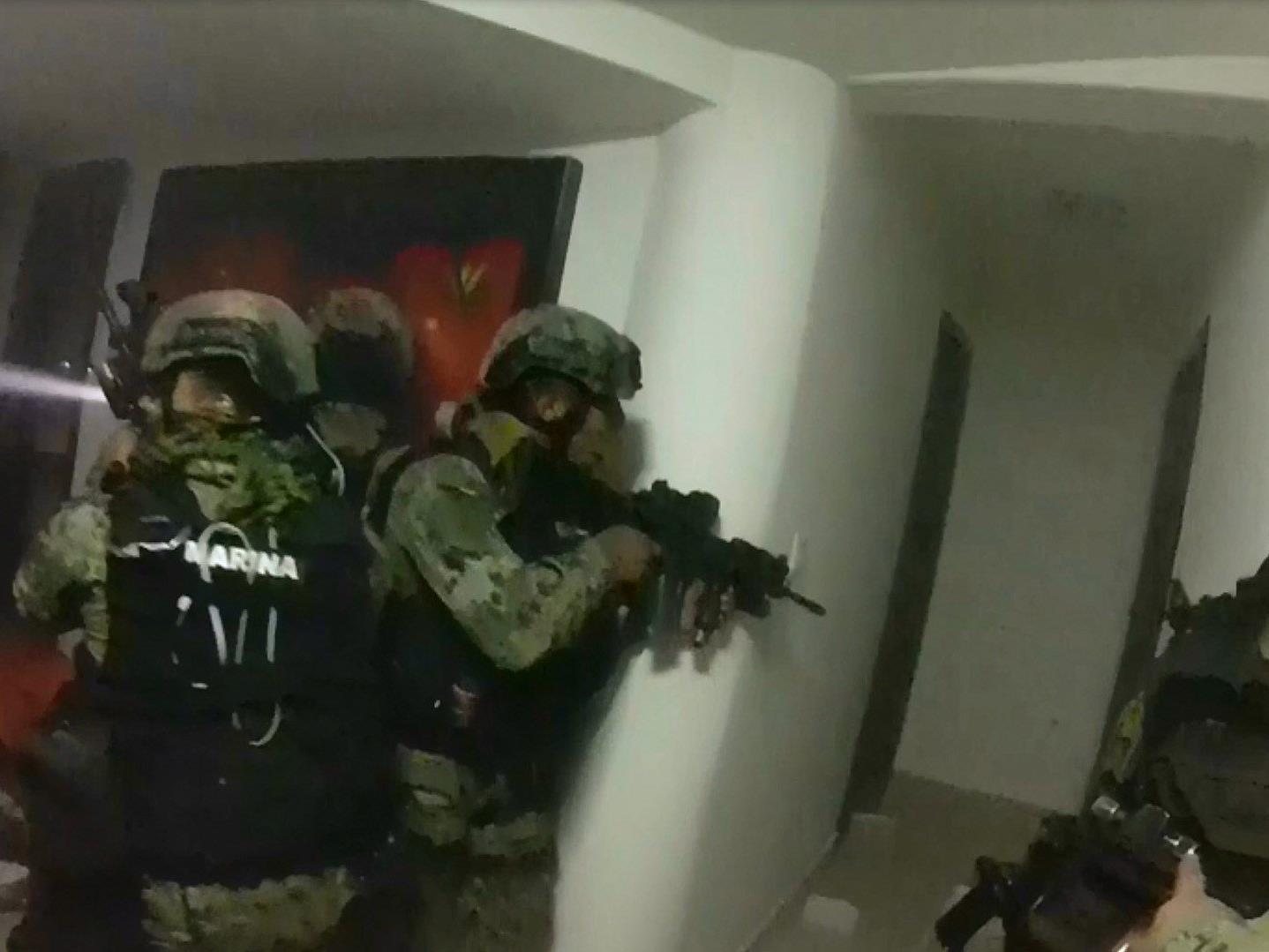 """Spektakuläres Video der Erstürmung von """"El Chapos"""" Haus."""