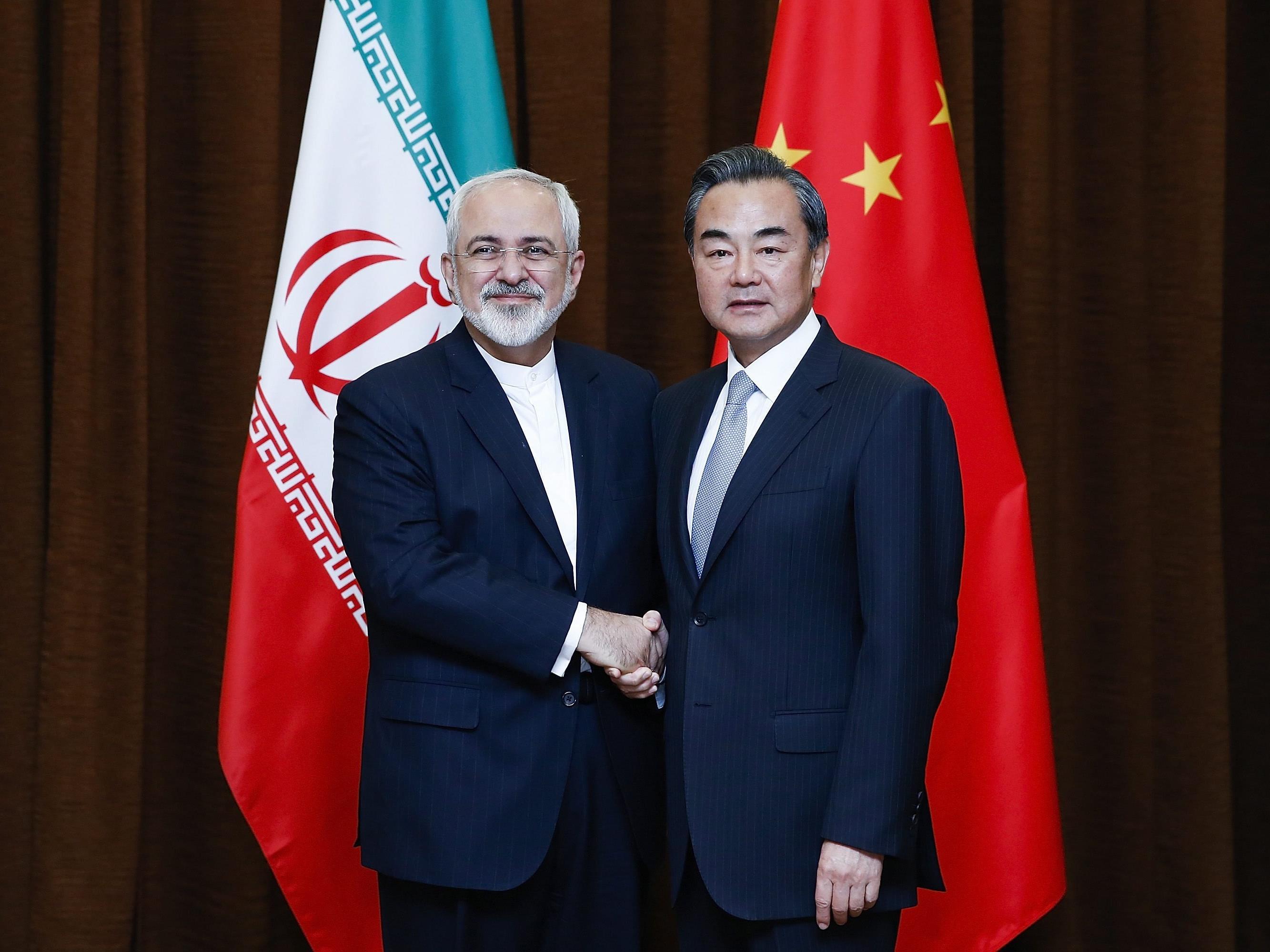 China und Iran pflegen ihre freundschaftlichen Beziehungen (hier die Außenminister beider Länder).
