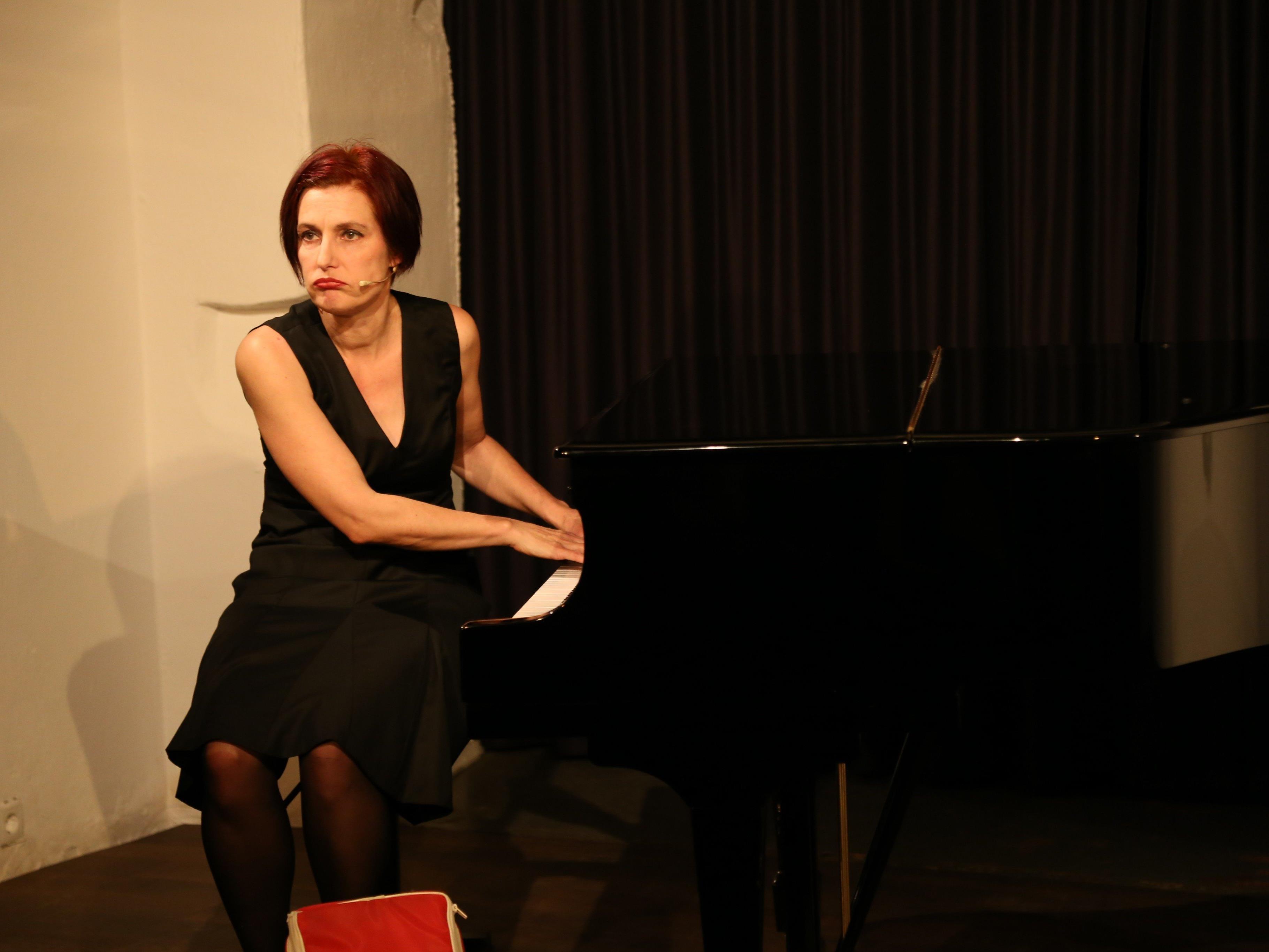 Esther Hasler am Klavier erstmals im Theater am Saumarkt.