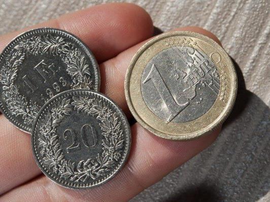 Freigabe des Wechselkurses gegenüber dem Euro kostete laut Kritikern bisher einige tausend Arbeitsplätze.