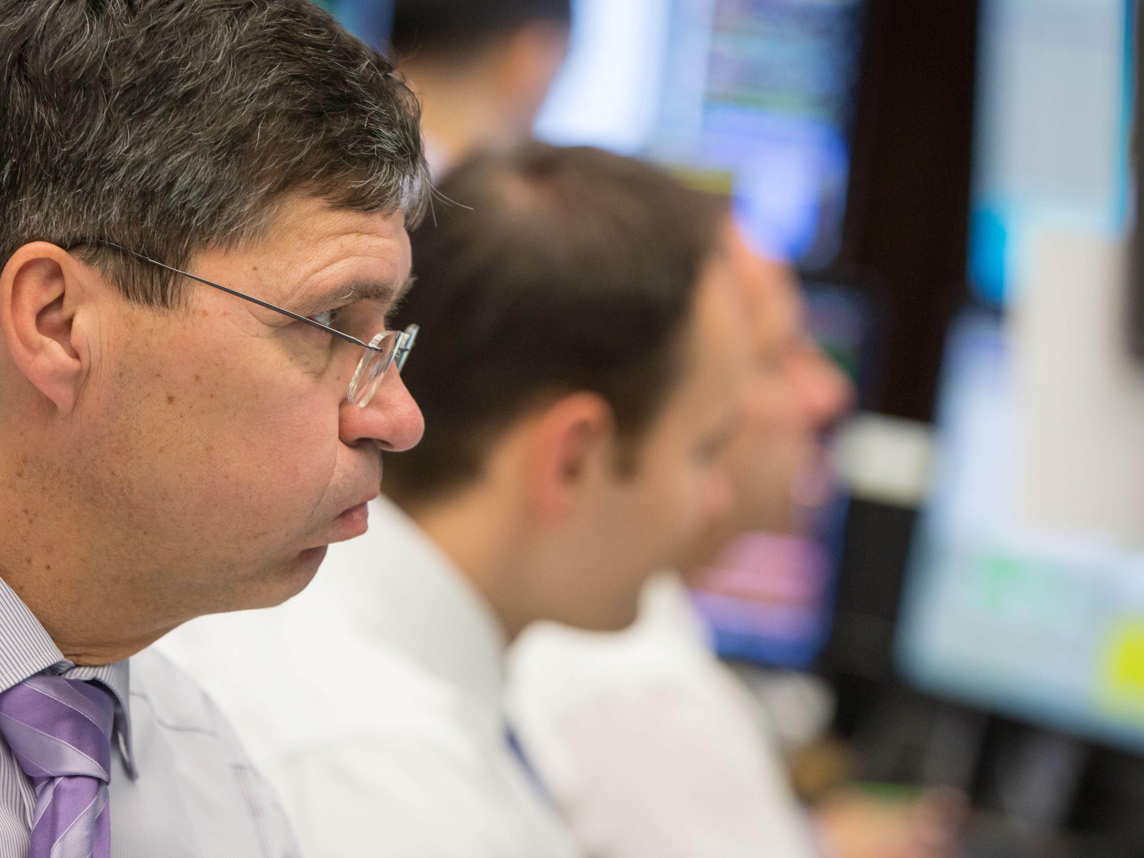 Anleger fliehen aus Aktien in sicherere Anlageformen.