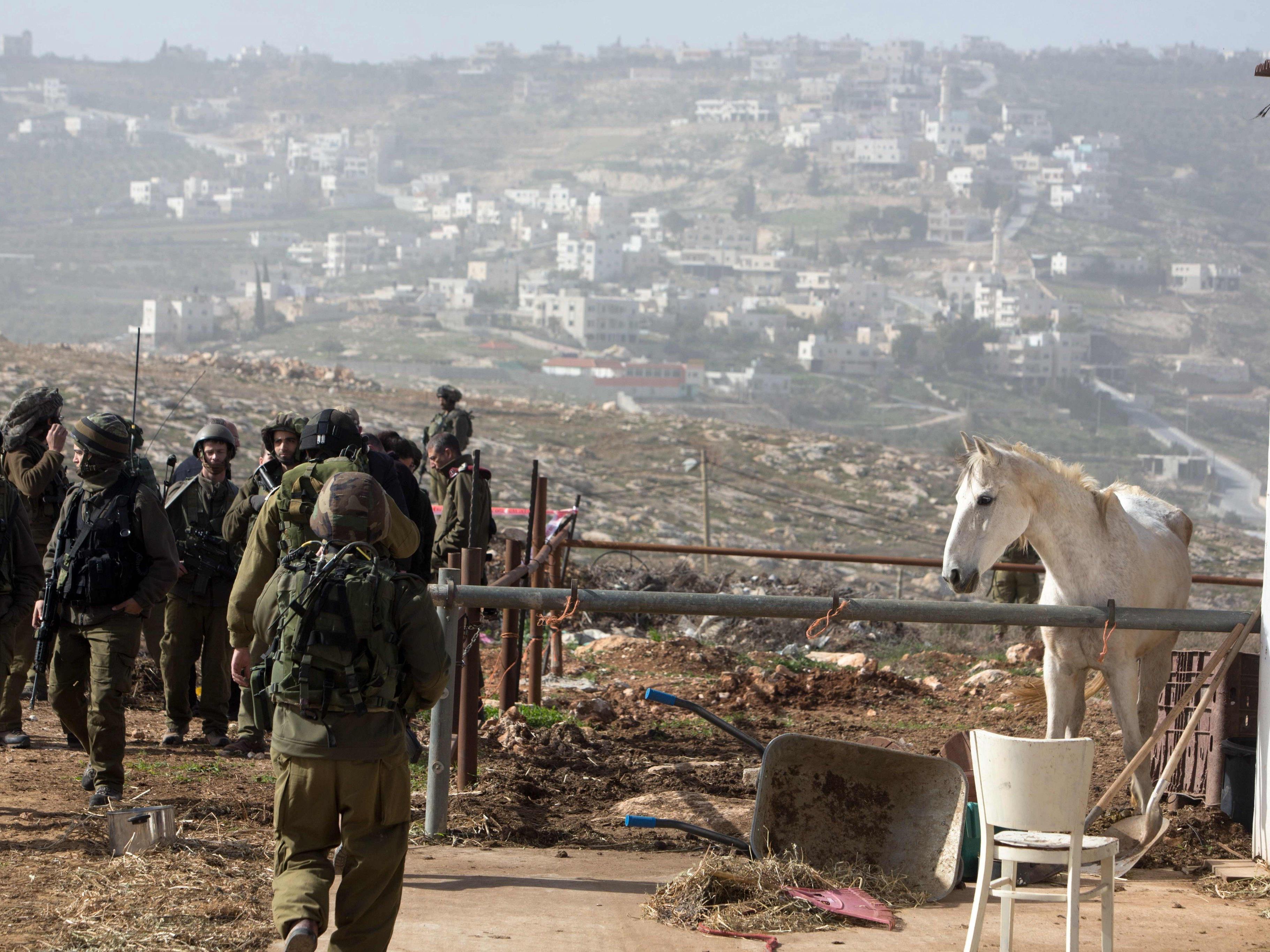 Neue Messerattacken von Palästinensern auf jüdische Siedler.