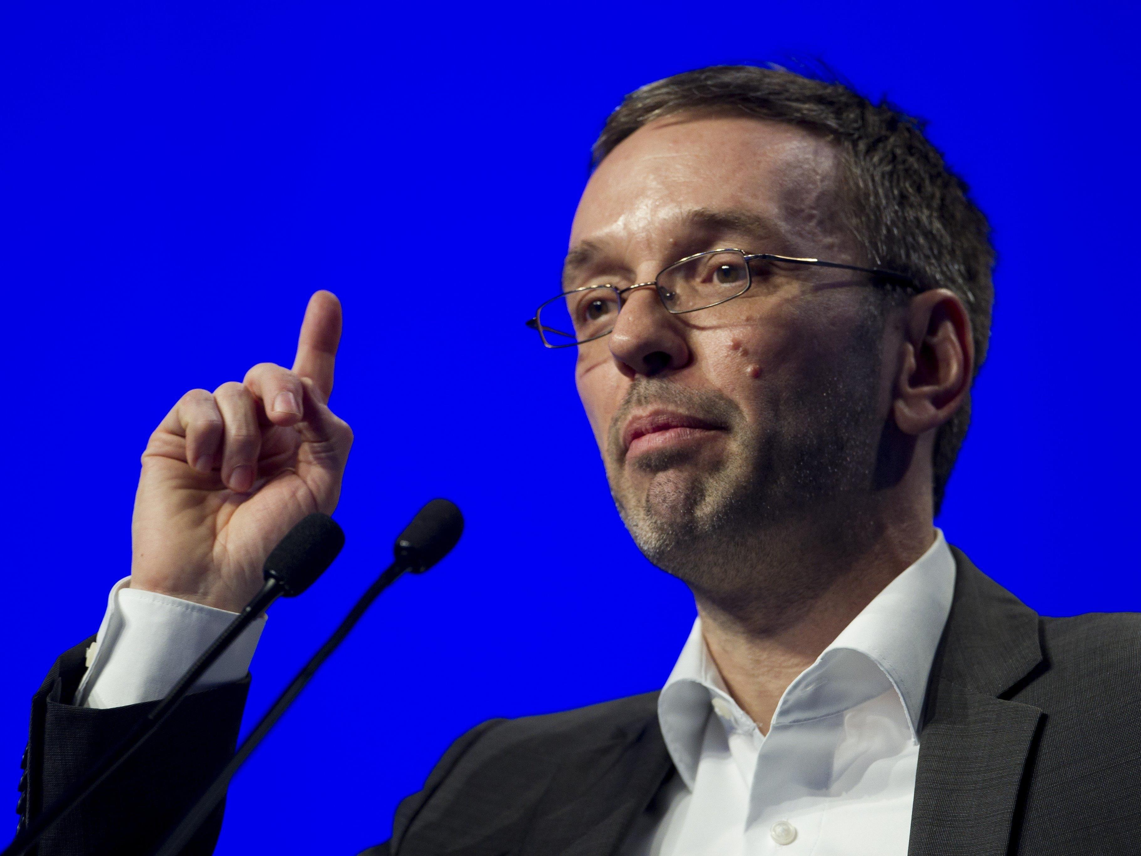 """FPÖ-Generalsekretär bezeichnet Fischer als """"Lehrer Lämpel"""" und hält ihm dann selbst eine Standpauke."""