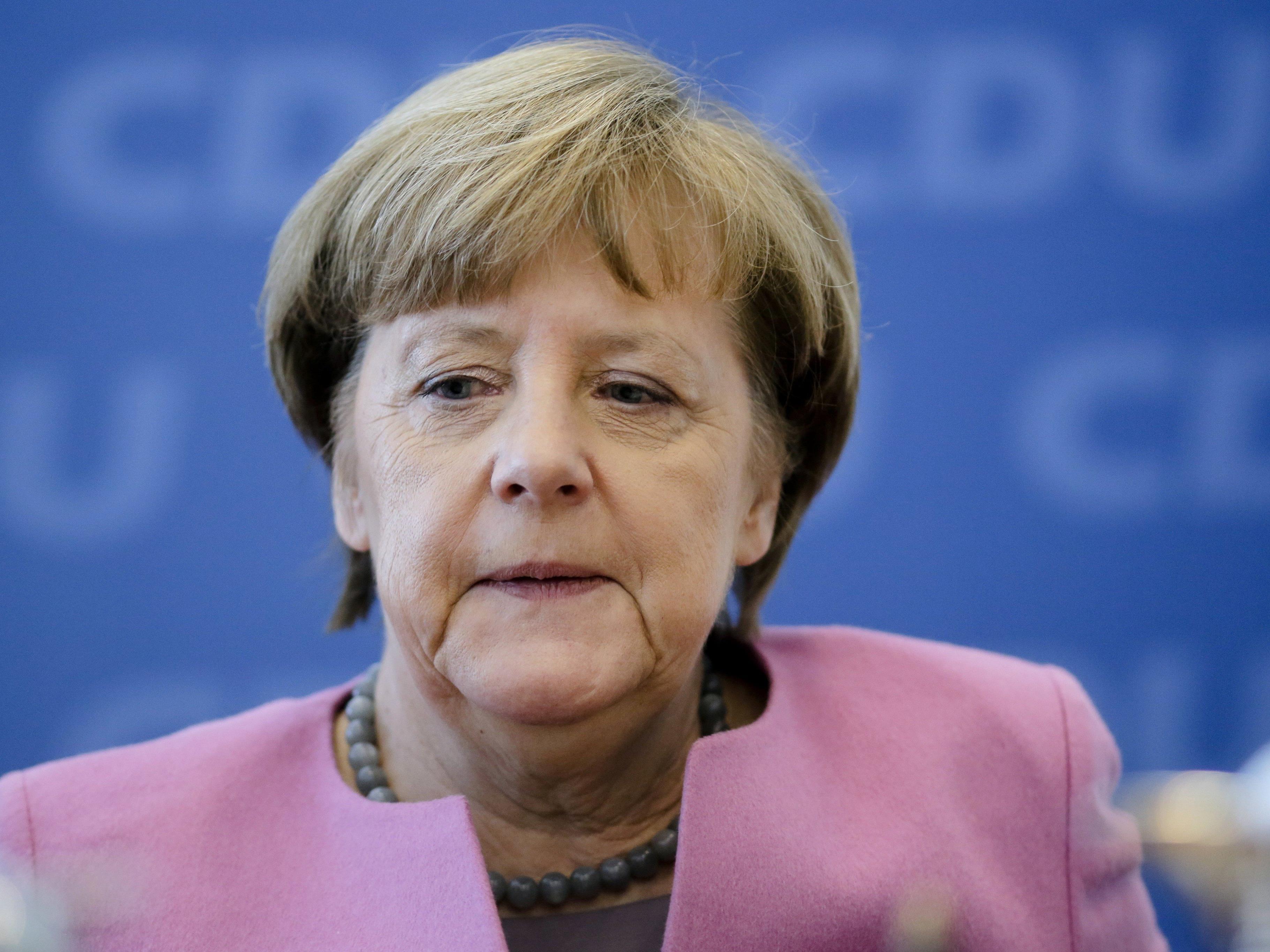 Angela Merkel ist in der Flüchtlingsfrage zunehmend isoliert - inner- wie außerhalb Deutschlands.