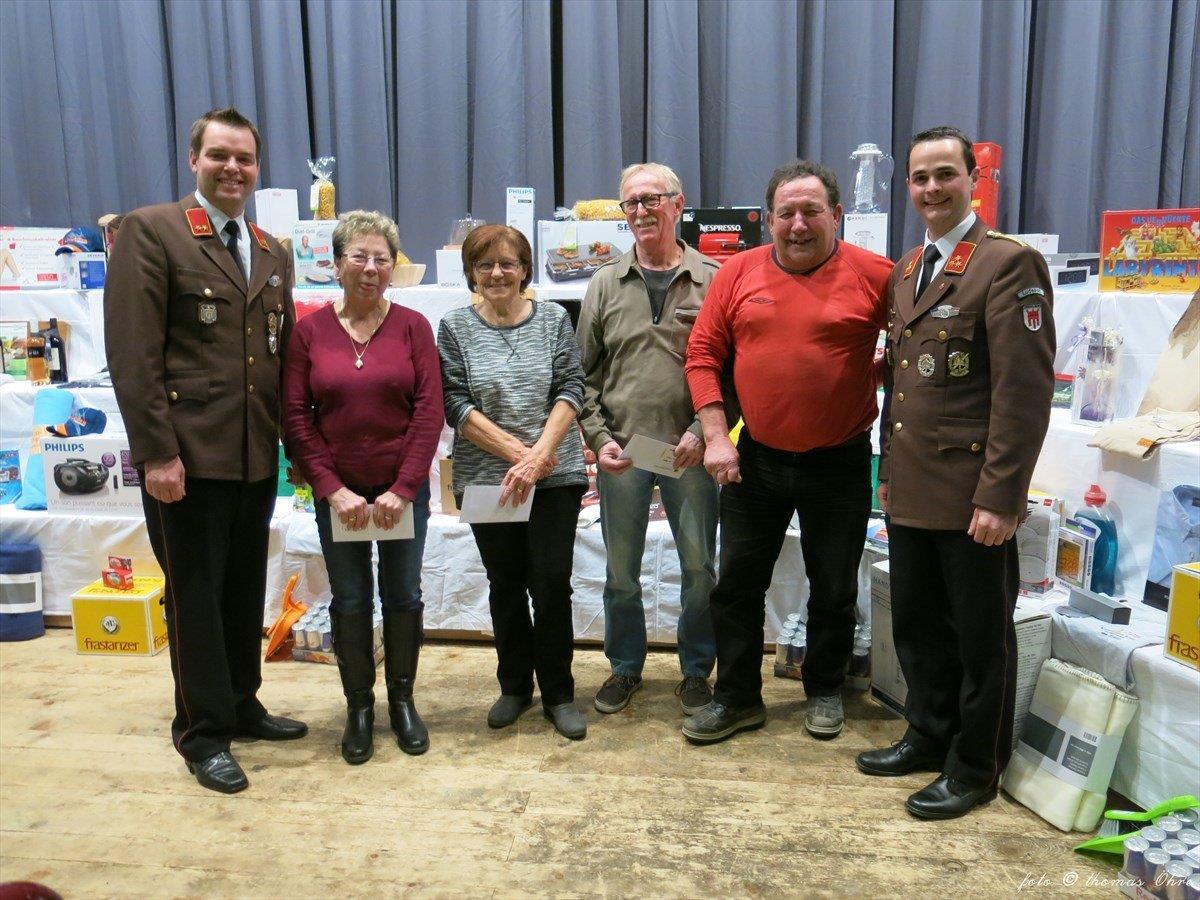Von links nach rechts: Kdt.-Stv. Matthias Burtscher, Die glücklichen Gewinner Matt Inge, Kurz Erika, Wehinger Anton, Beck Walter und Kdt. Martin Schanung.